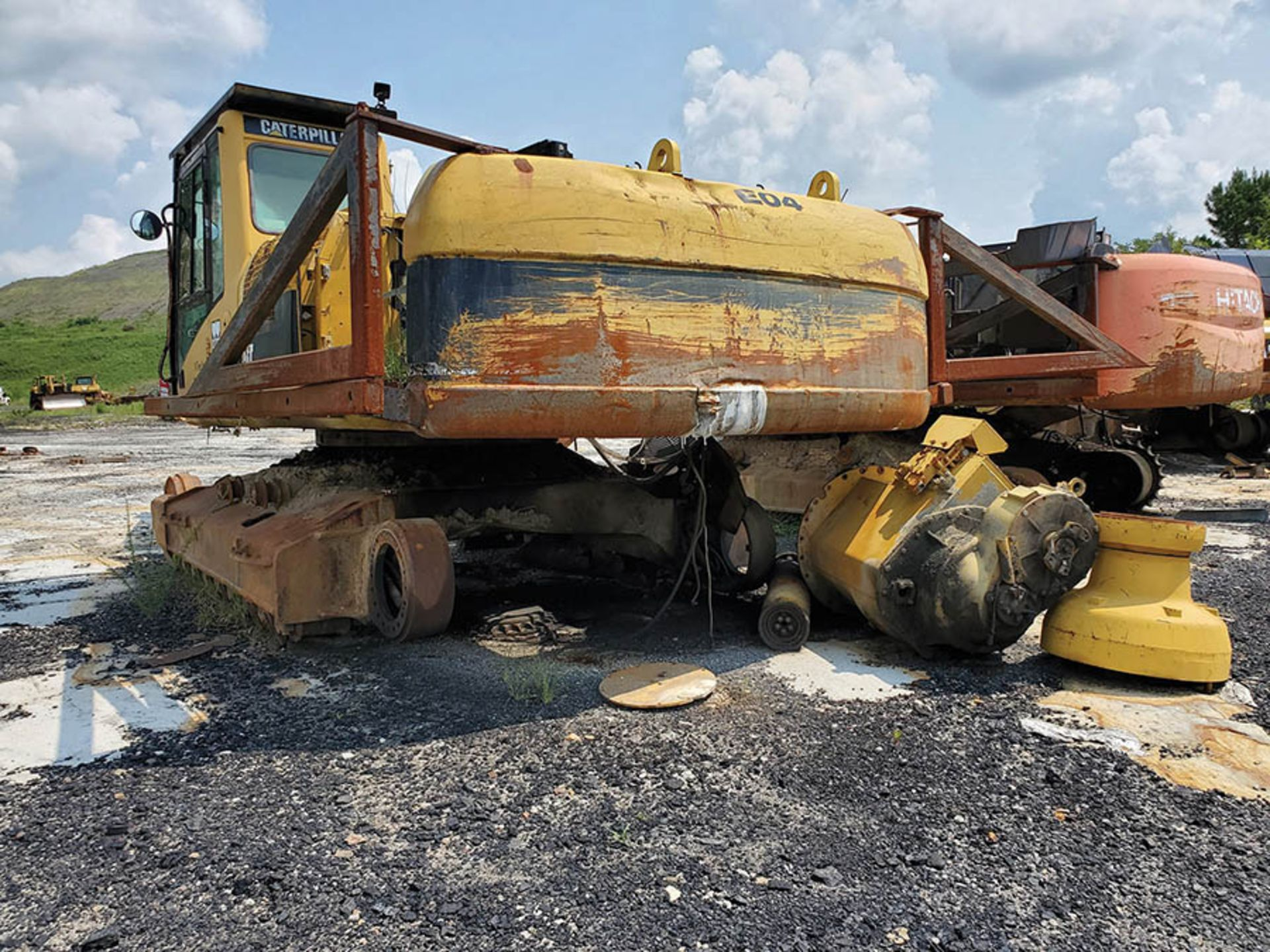 Lot 143 - CATERPILLAR 330 EXCAVATOR FOR PARTS/SCRAP, S/N: CAP00324 (UNIT #E04) LOCATION: UPPER LEVEL BEECH