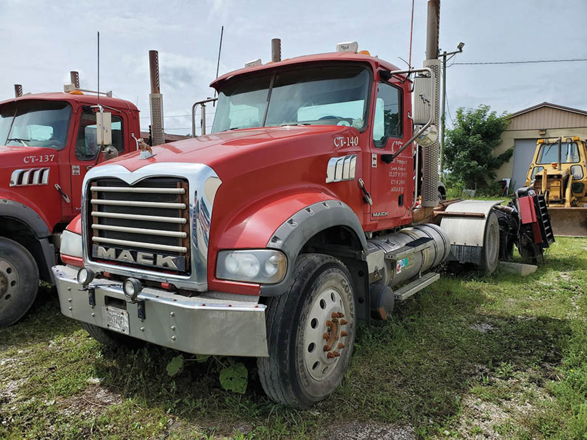 Lot 5 - 2009 MACK GU713 T/A DAY CAB TRACTOR, MAXITORQUE 18 SPEED TRANS., WET LINES MACK INLINE SIX DIESEL
