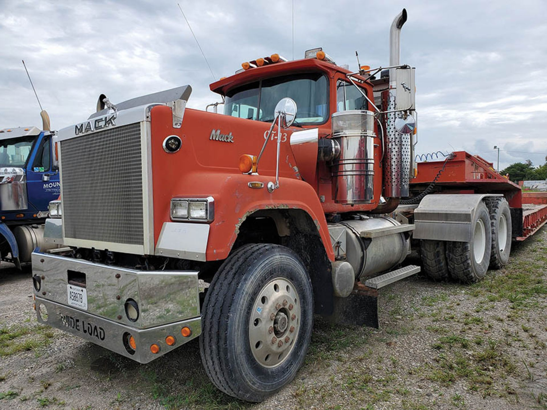 Lot 19 - 1991 MACK RW600 T/A DAY CAB TRACTOR, 10-SPEED TRANS WITH DEEP REDUCTION RANGE, WET LINES MACK INLINE