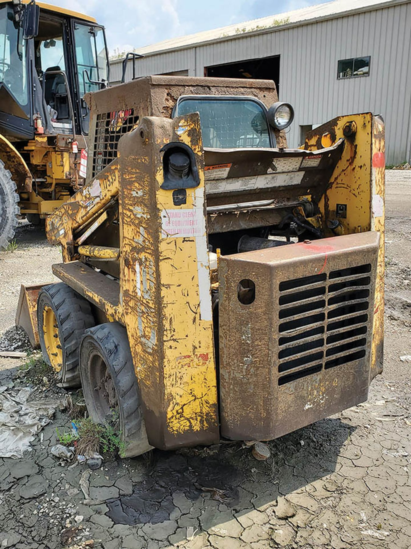 Lot 122 - GEIL SKID STEER LOADER, MODEL 3325SX LOCATION: LOWER LEVEL BEECH FORK YARD