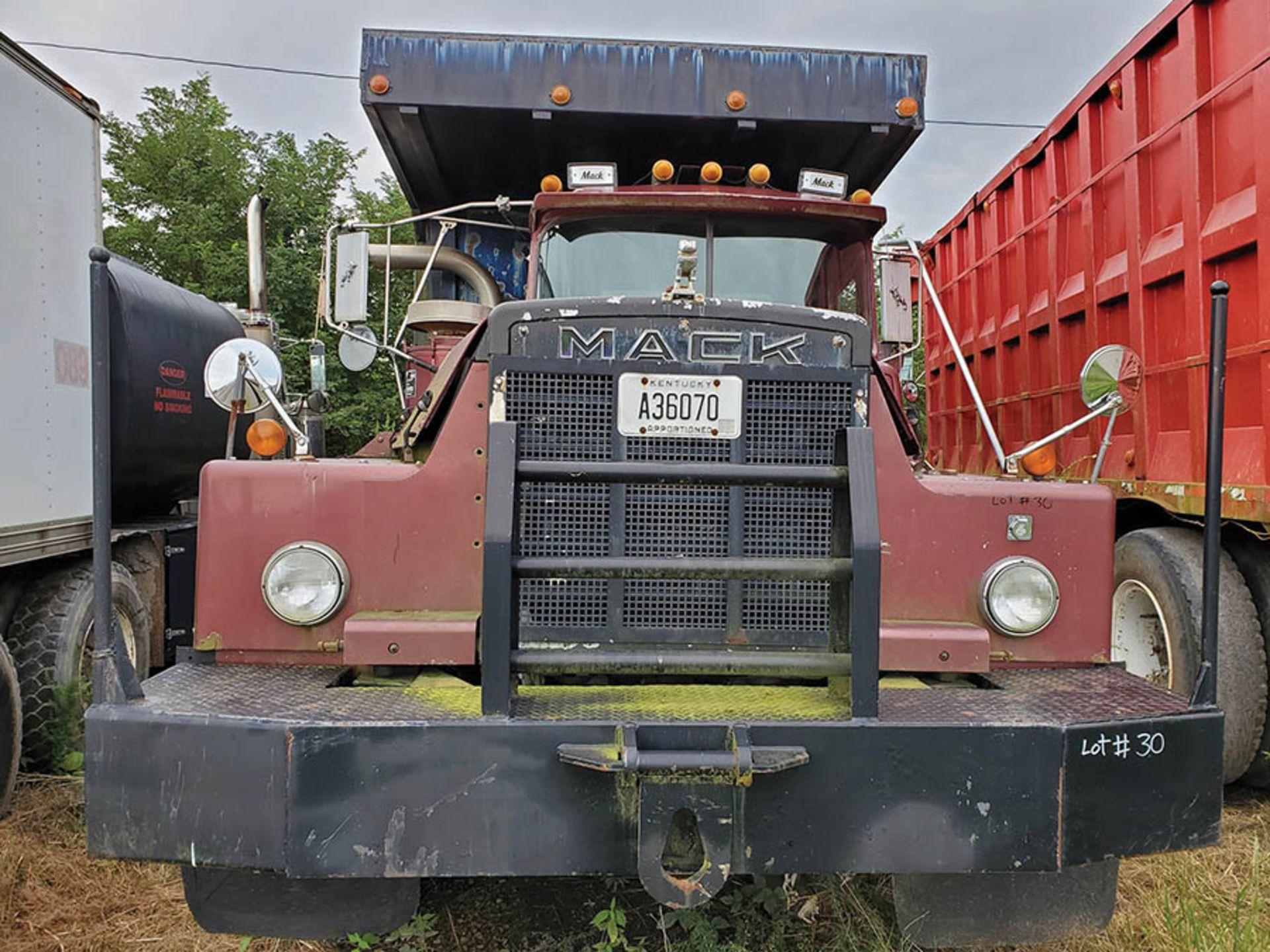 Lot 30 - 1986 MACK DM600 T/A DUMP TRUCK, VIN 1M2B156C66A003442, CT 175, LOCATION: MARCO SHOP