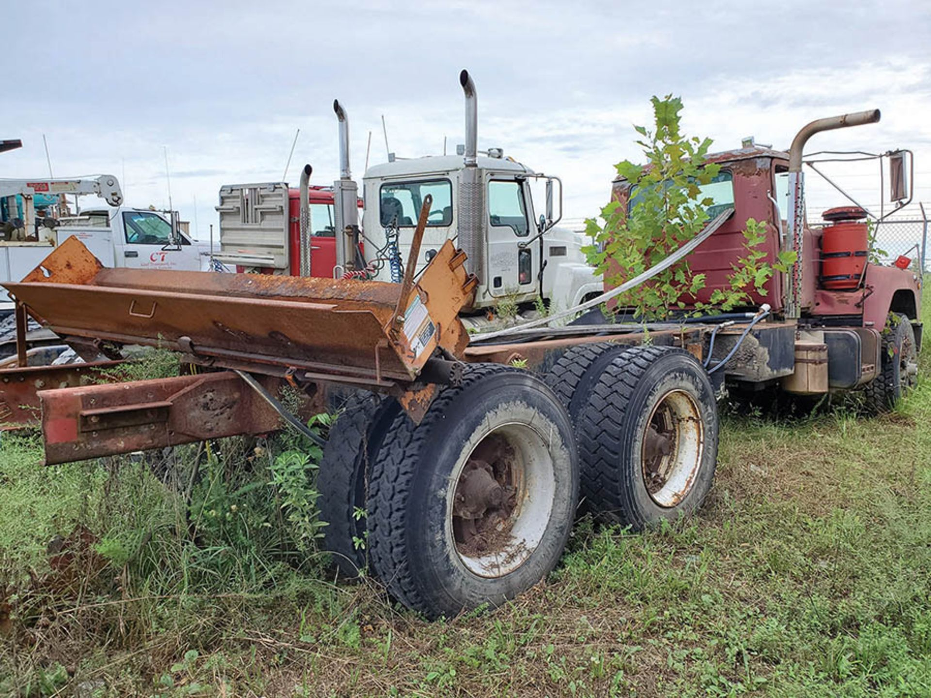 Lot 25 - MACK T/A DAY CAB TRACTOR, VIN DM6855X36404, CT 78, LOCATION: MARCO SHOP