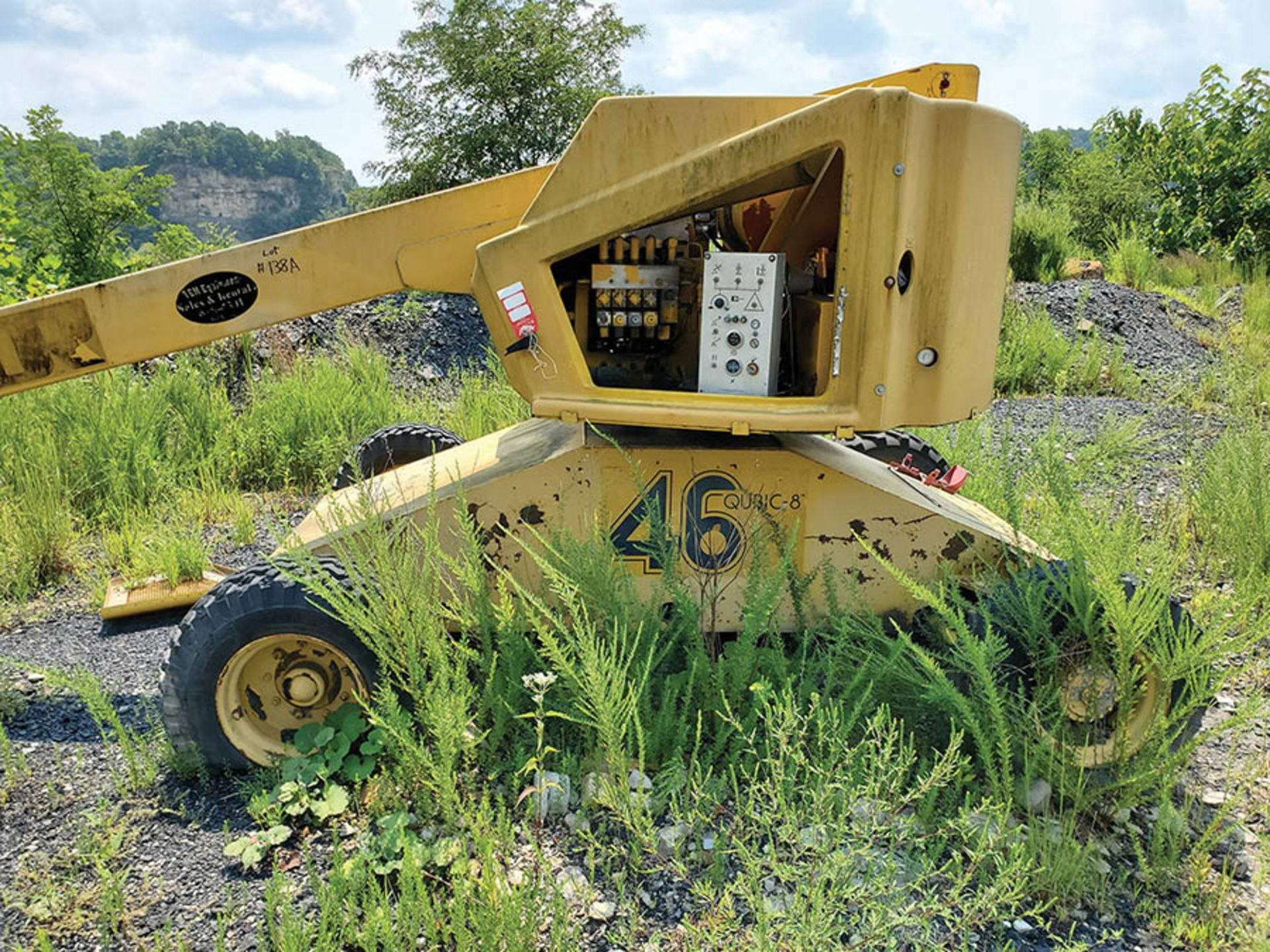 Lot 138A - CALAVAR CONDOR BOOM LIFT, WISCONSIN GAS ENGINE, 3,172 HOURS SHOWING, NON-RUNNING PARTS MACHINE