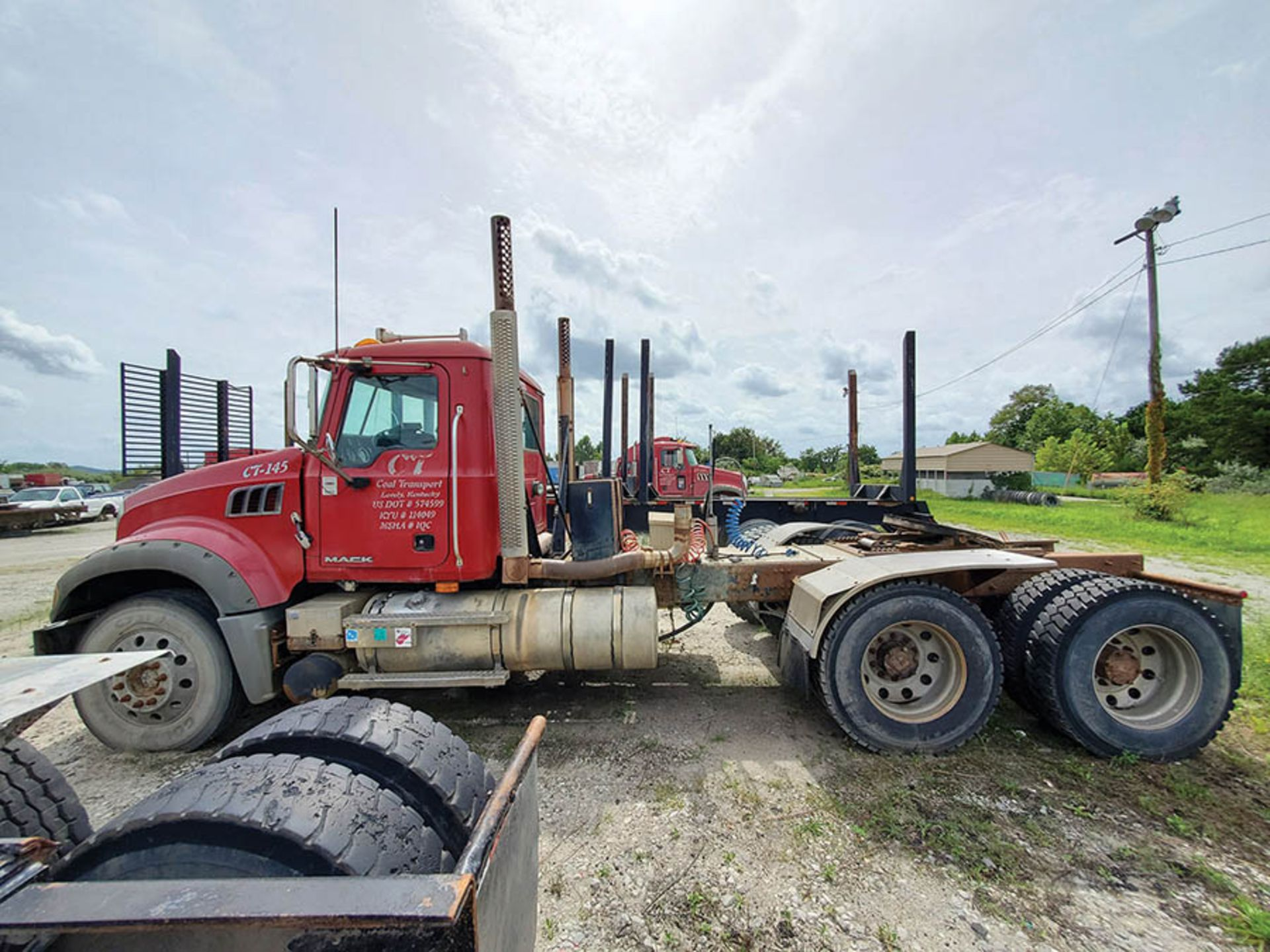 Lot 2 - 2009 MACK GU713 T/A DAY CAB TRACTOR, MAXITORQUE 18 SPEED TRANS., WET LINES MACK INLINE SIX DIESEL