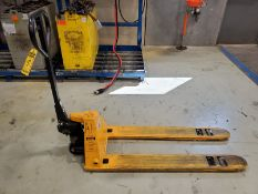 ULINE 3,300 LB. LOW PROFILE/NARROW HYDRAULIC PALLET JACK