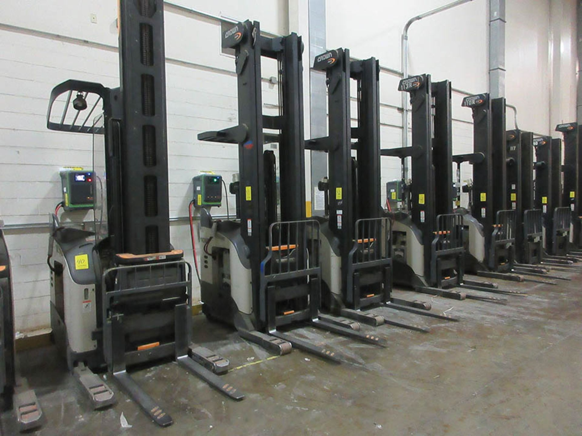 Lot 53 - 2016 CROWN REACH TRUCK, 4,500 LB. CAP., MODEL: RR5725-45, 36V., 140'' MAST COLLAPSED HEIGHT, 321''
