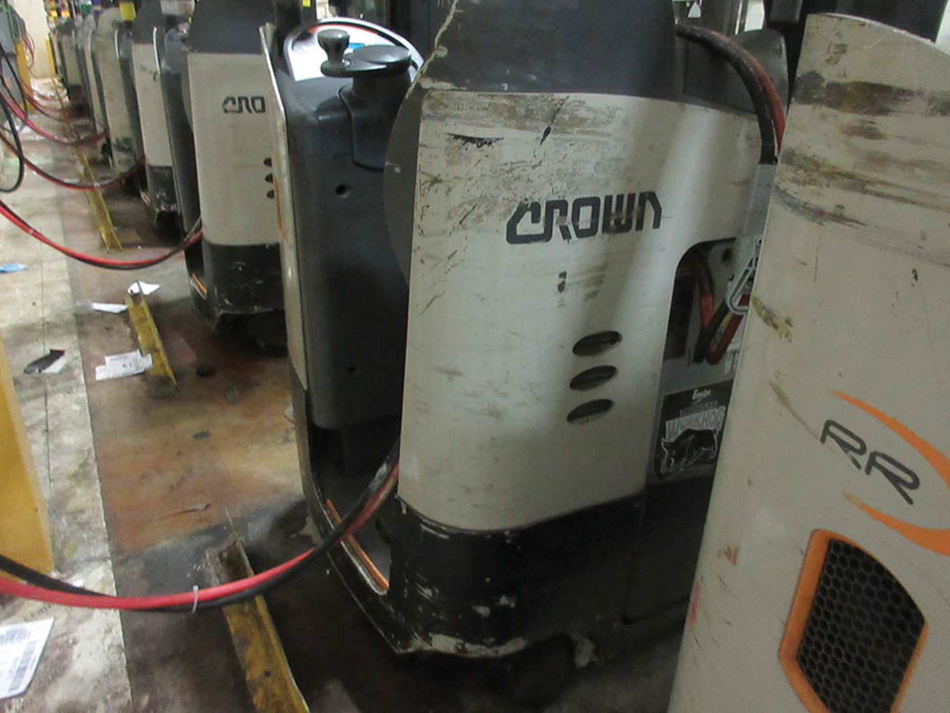 Lot 52 - 2016 CROWN REACH TRUCK, 4,500 LB. CAP., MODEL: RR5725-45, 36V., 140'' MAST COLLAPSED HEIGHT, 321''