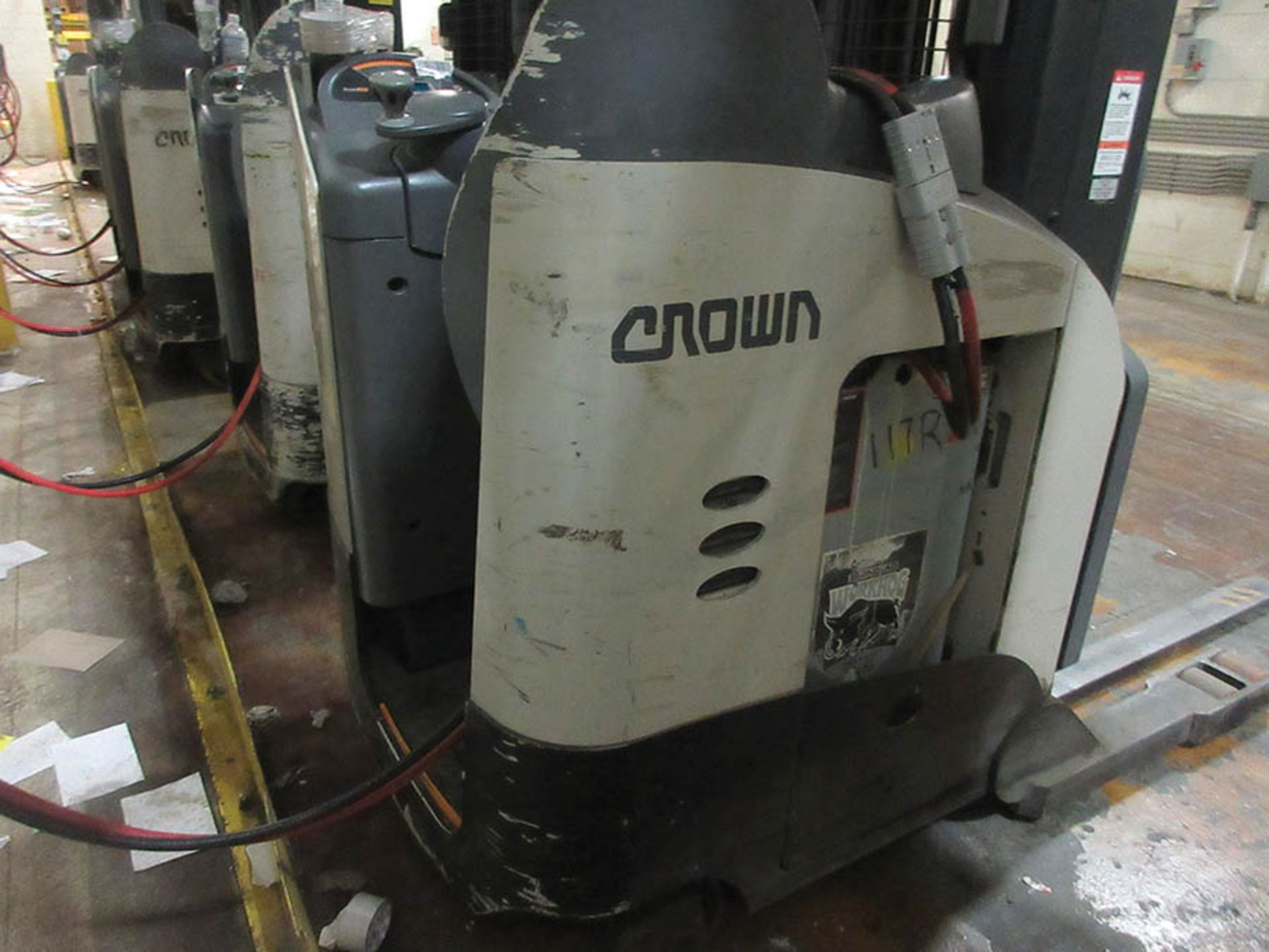 Lot 54 - 2016 CROWN REACH TRUCK, 4,500 LB. CAP., MODEL: RR5725-45, 36V., 140'' MAST COLLAPSED HEIGHT, 321''