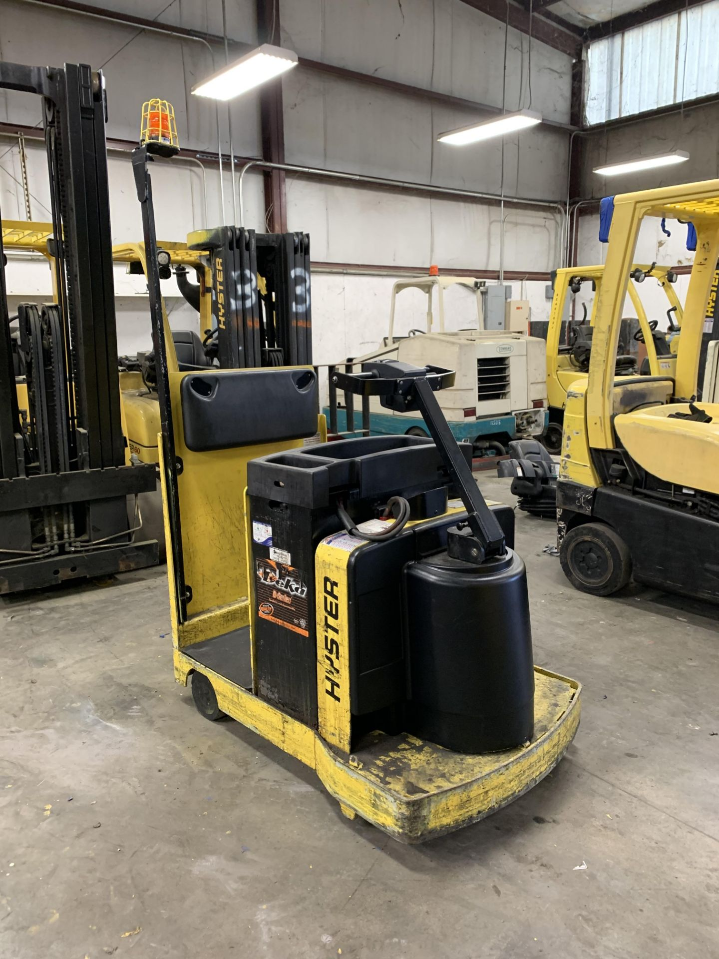 ***LOCATED IN HAMILTON, OHIO*** 2016 HYSTER ELECTRIC TOW TRACTOR, MODEL: T5ZAC, BATTERY WT: 1,450-LB - Image 2 of 6