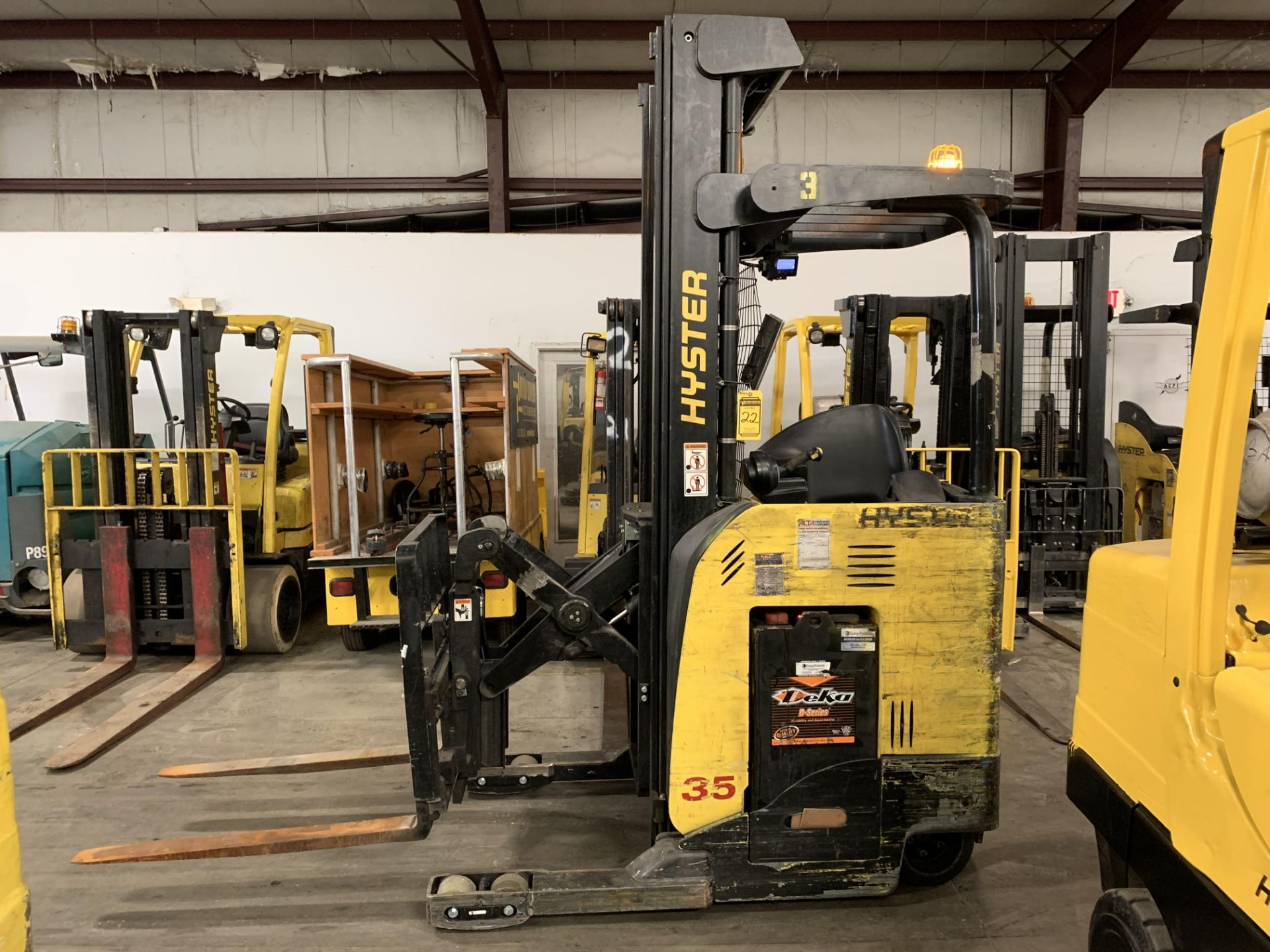 """*LOCATED IN OHIO* 2015 HYSTER 3,500-LB. CAPACITY REACH TRUCK, MOD NR35, 111"""" LOWER/251'' LIFT HEIGHT - Image 6 of 7"""
