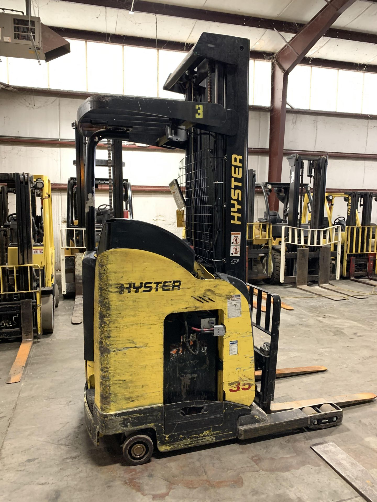 """*LOCATED IN OHIO* 2015 HYSTER 3,500-LB. CAPACITY REACH TRUCK, MOD NR35, 111"""" LOWER/251'' LIFT HEIGHT - Image 3 of 7"""