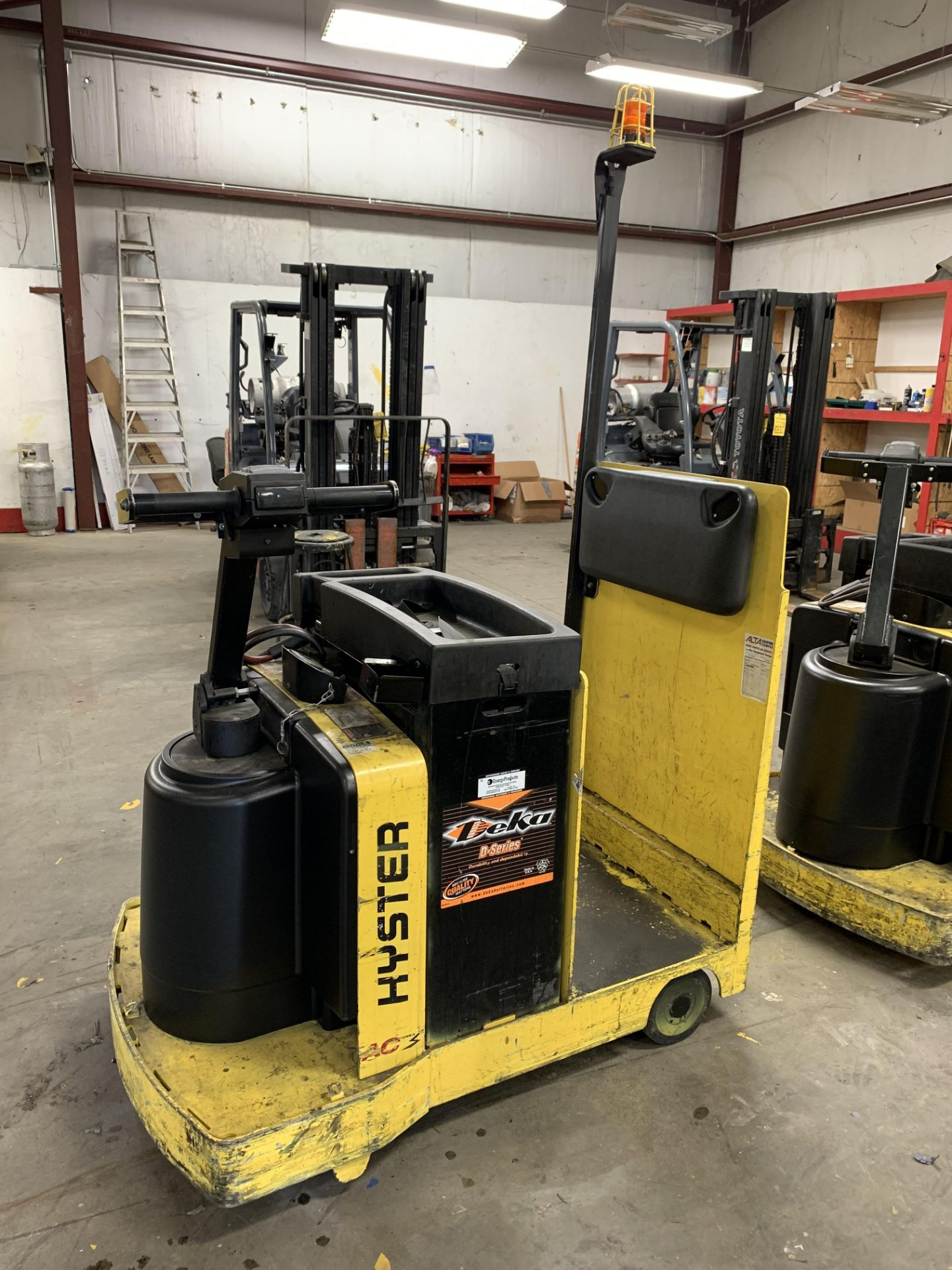 ***LOCATED IN HAMILTON, OHIO*** 2016 HYSTER ELECTRIC TOW TRACTOR, MODEL: T5ZAC, BATTERY WT: 1,450-LB - Image 5 of 6