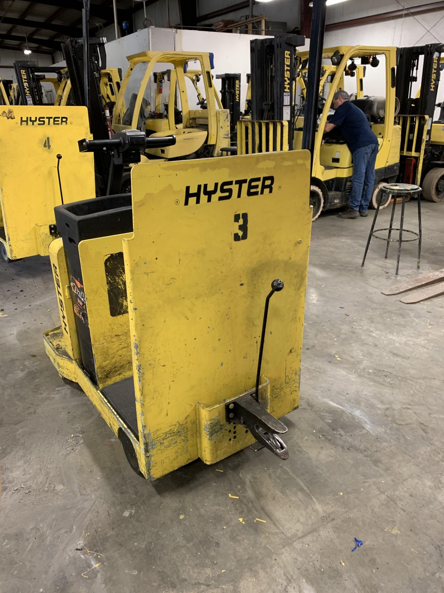 ***LOCATED IN HAMILTON, OHIO*** 2016 HYSTER ELECTRIC TOW TRACTOR, MODEL: T5ZAC, BATTERY WT: 1,450-LB - Image 3 of 6