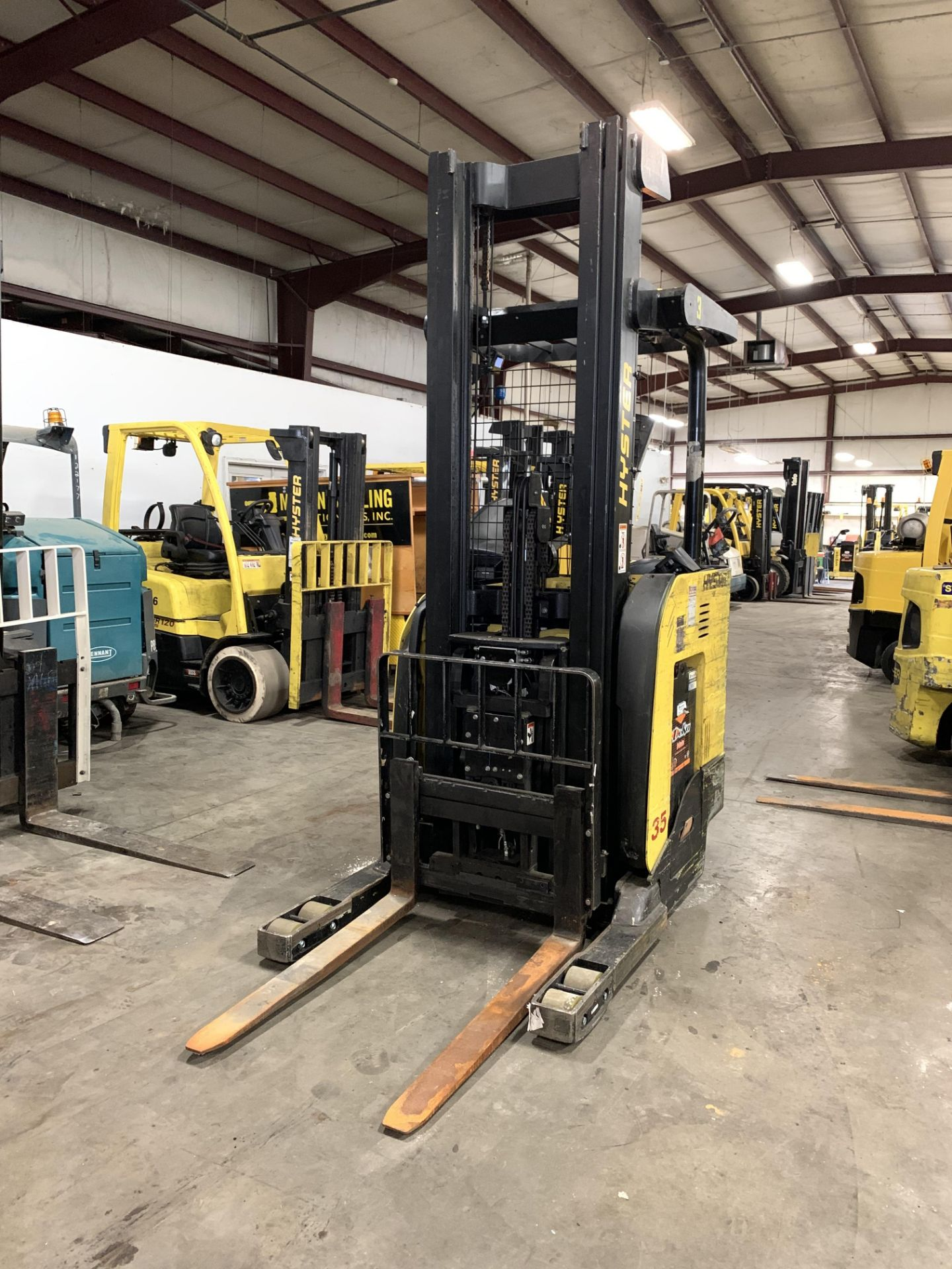 """*LOCATED IN OHIO* 2015 HYSTER 3,500-LB. CAPACITY REACH TRUCK, MOD NR35, 111"""" LOWER/251'' LIFT HEIGHT - Image 2 of 7"""