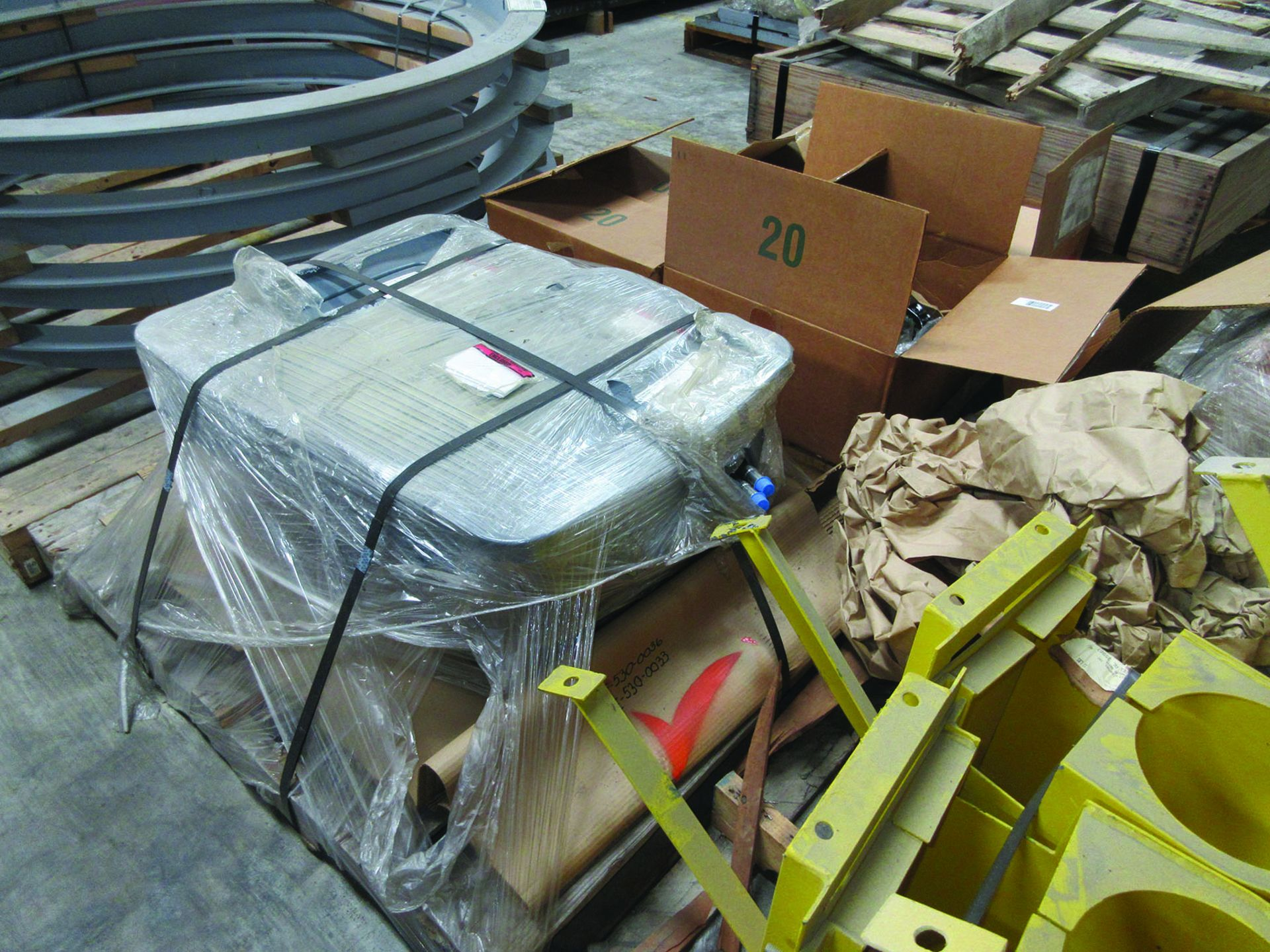 LOT OF ASSORTED PARTS: BARSETS, SHAFT COUPLINGS, COUPLING GUARDS, AND MORE, GRID A7 - Image 5 of 16