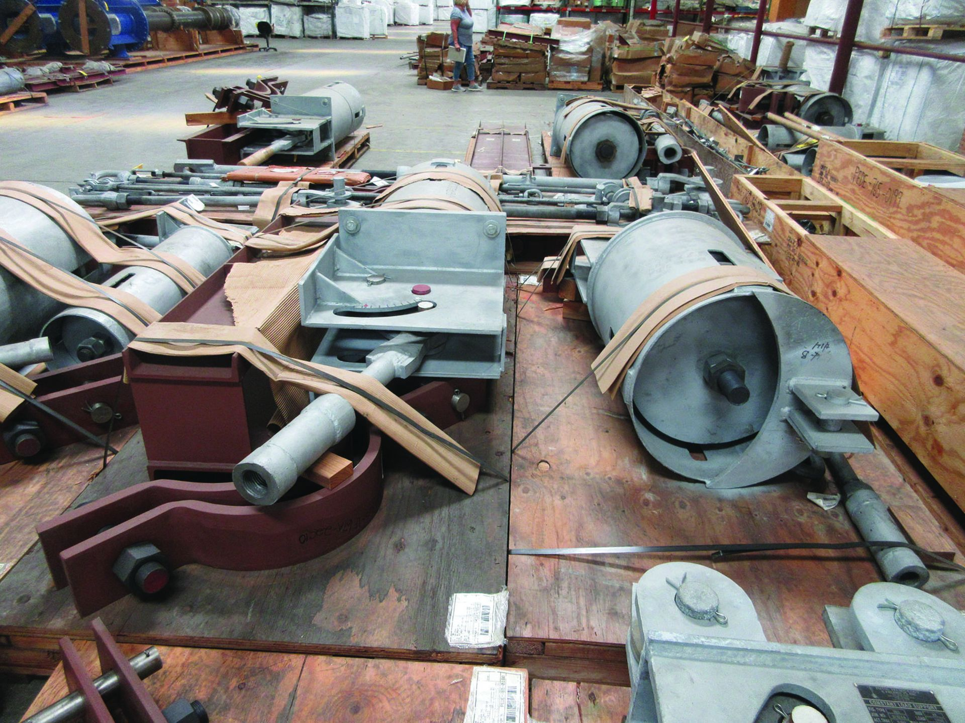 LARGE LOT OF STRUCTURAL STEEL & SPRING CANS, ANGLE IRON, PLATE BRACKETS, BRACING, GRID C5 - Image 10 of 21
