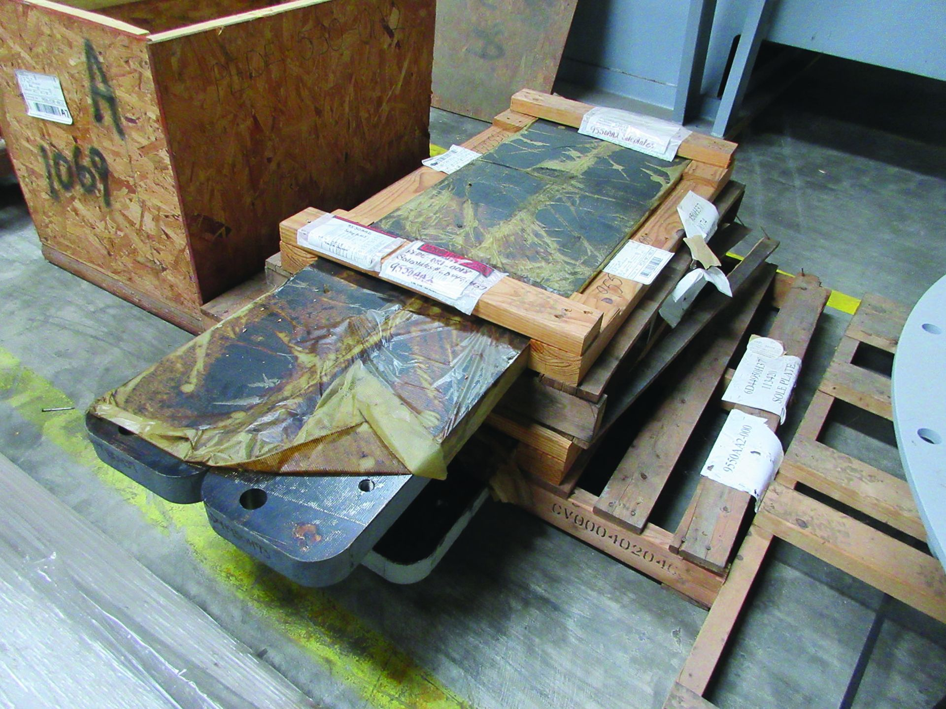 LOT OF ASSORTED PARTS: BARSETS, SHAFT COUPLINGS, COUPLING GUARDS, AND MORE, GRID A7 - Image 14 of 16