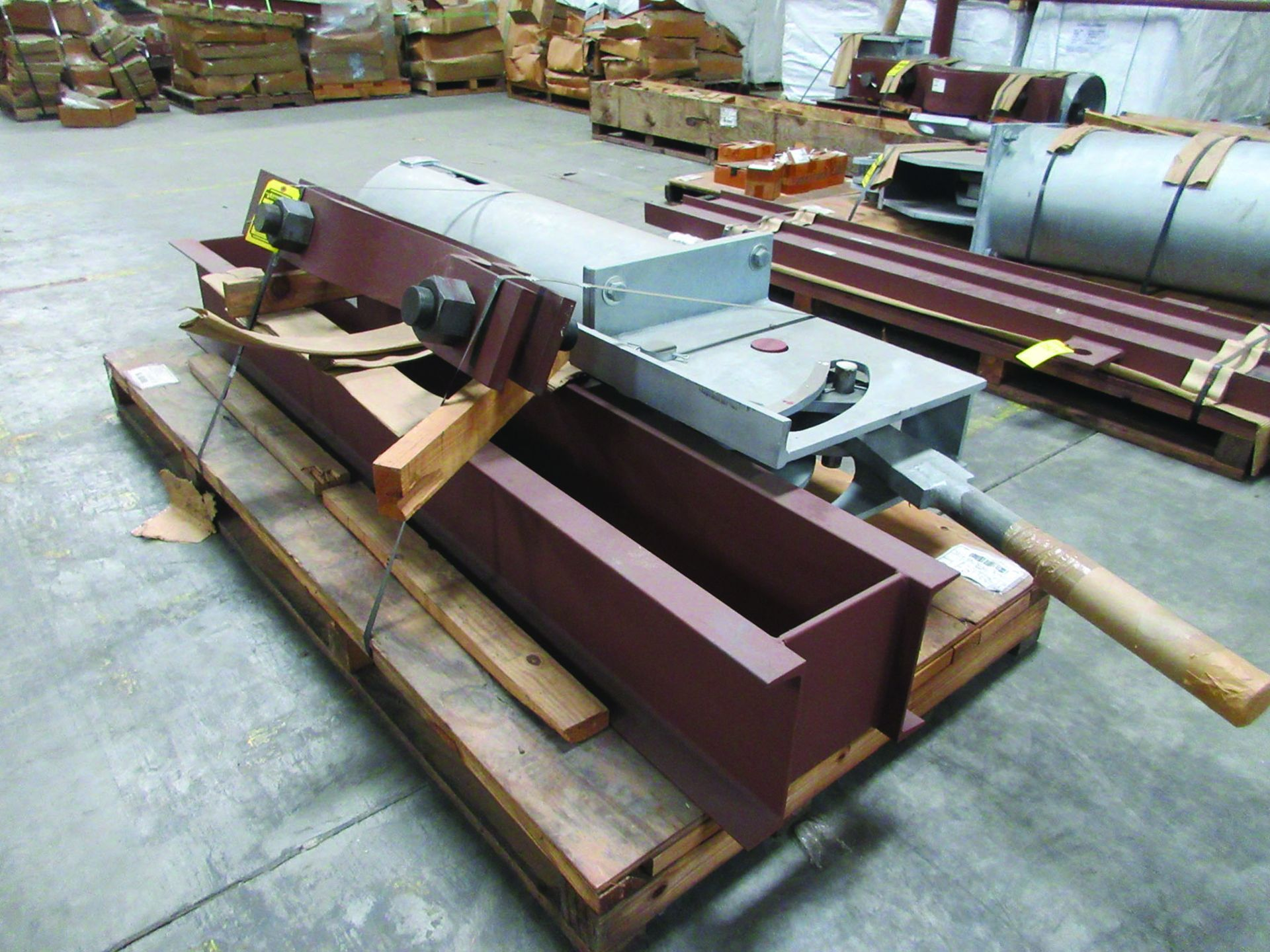 LARGE LOT OF STRUCTURAL STEEL & SPRING CANS, ANGLE IRON, PLATE BRACKETS, BRACING, GRID C5 - Image 2 of 21