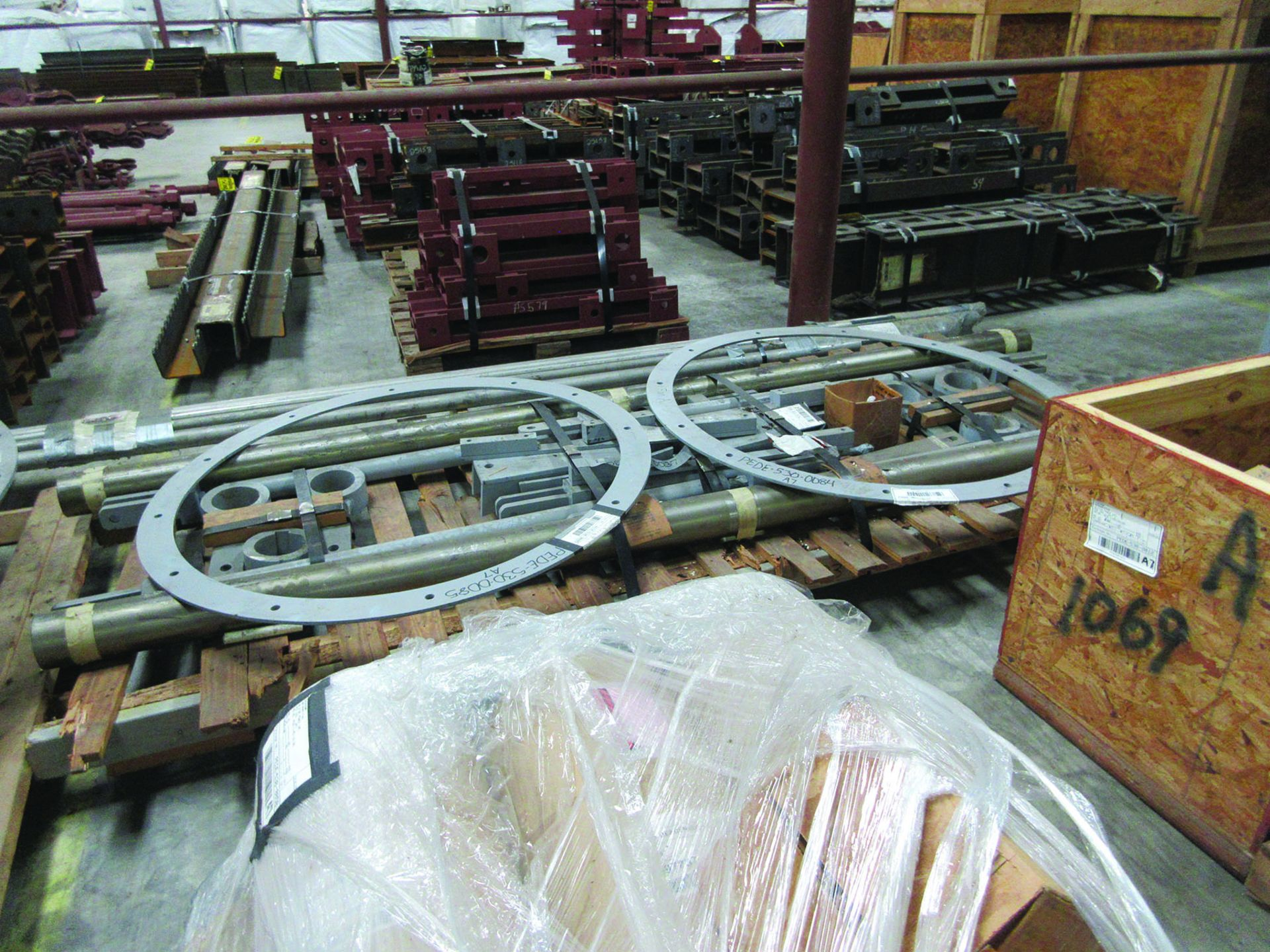 LOT OF ASSORTED PARTS: BARSETS, SHAFT COUPLINGS, COUPLING GUARDS, AND MORE, GRID A7 - Image 13 of 16
