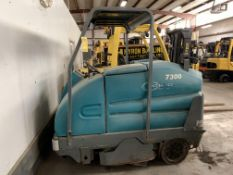 2011 TENNANT ELECTRIC FLOOR SWEEPER/SCRUBBER, MODEL: 7300, S/N: 7300-5517, 36-VOLT, 508 HOURS, NEWER