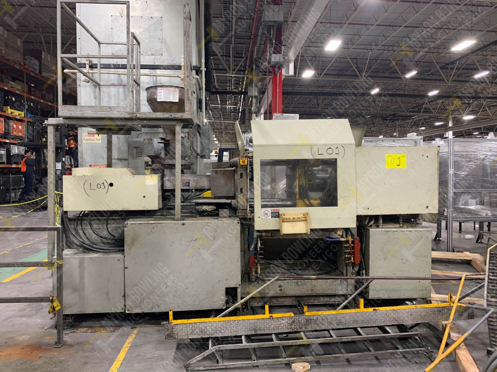 Lot 1 - 90 TON TOSHIBA ISGS90V10-2Y PLASTIC INJECTION MOLDING MACHINE.