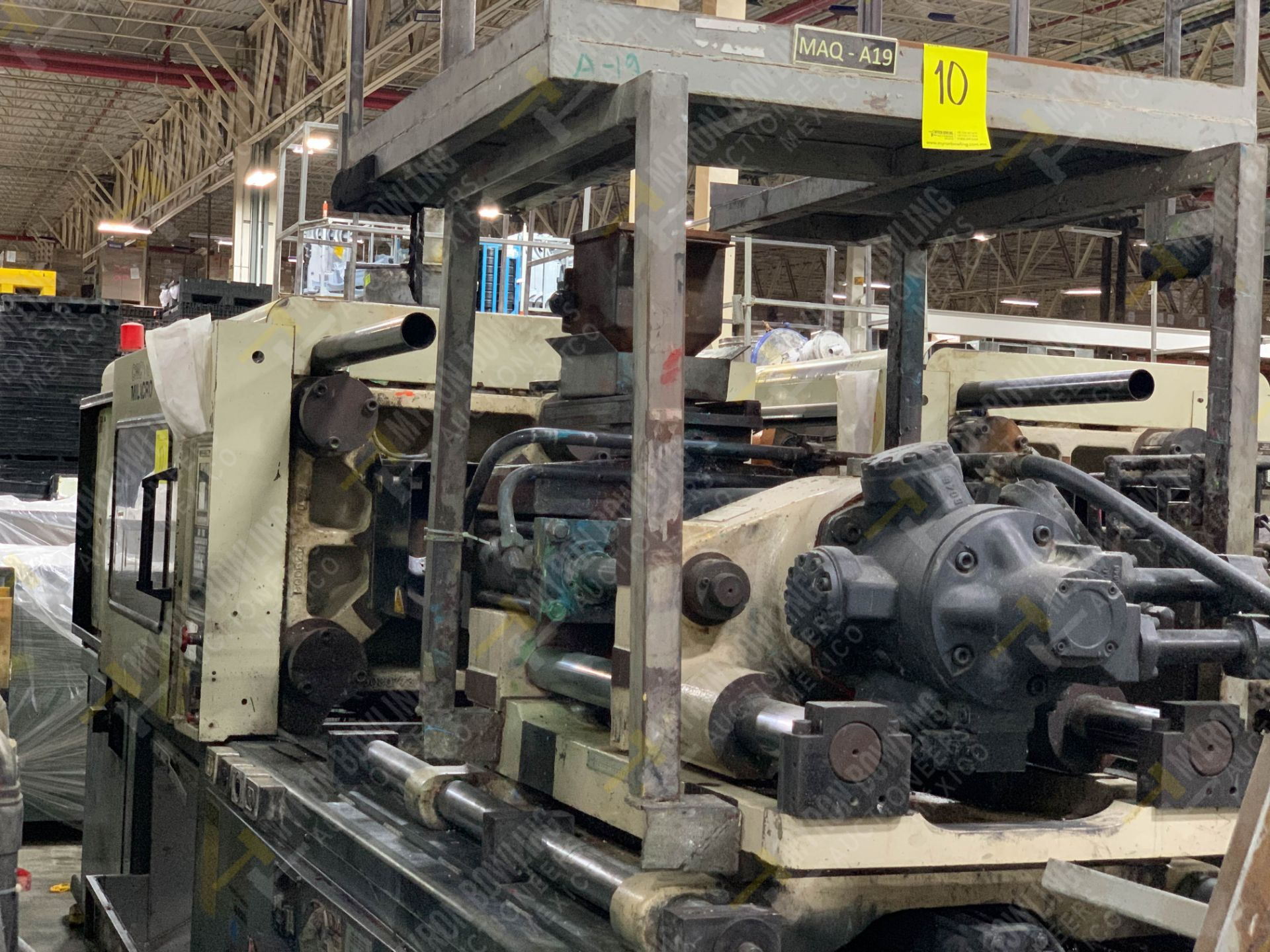 Lot 10 - 220 TON CINCINNATI MILACRON VT-220-20 PLASTIC INJECTION MOLDING MACHINE, MFG YEAR 1994