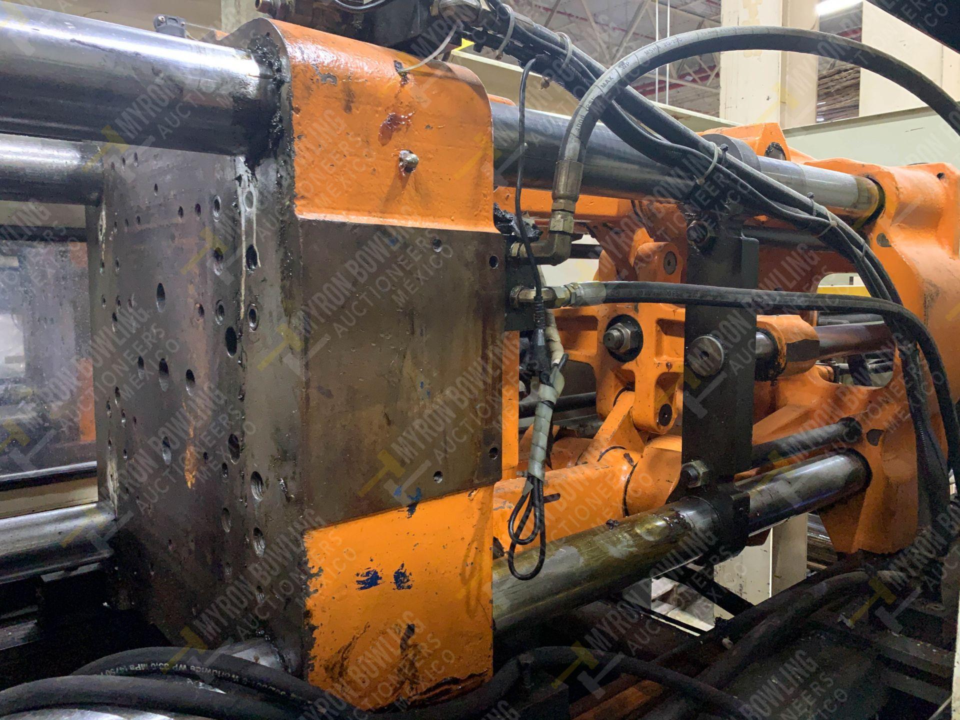 Lot 5 - 165 TON CINCINNATI MILACRON VT165 PLASTIC INJECTION MOLDING MACHINE.