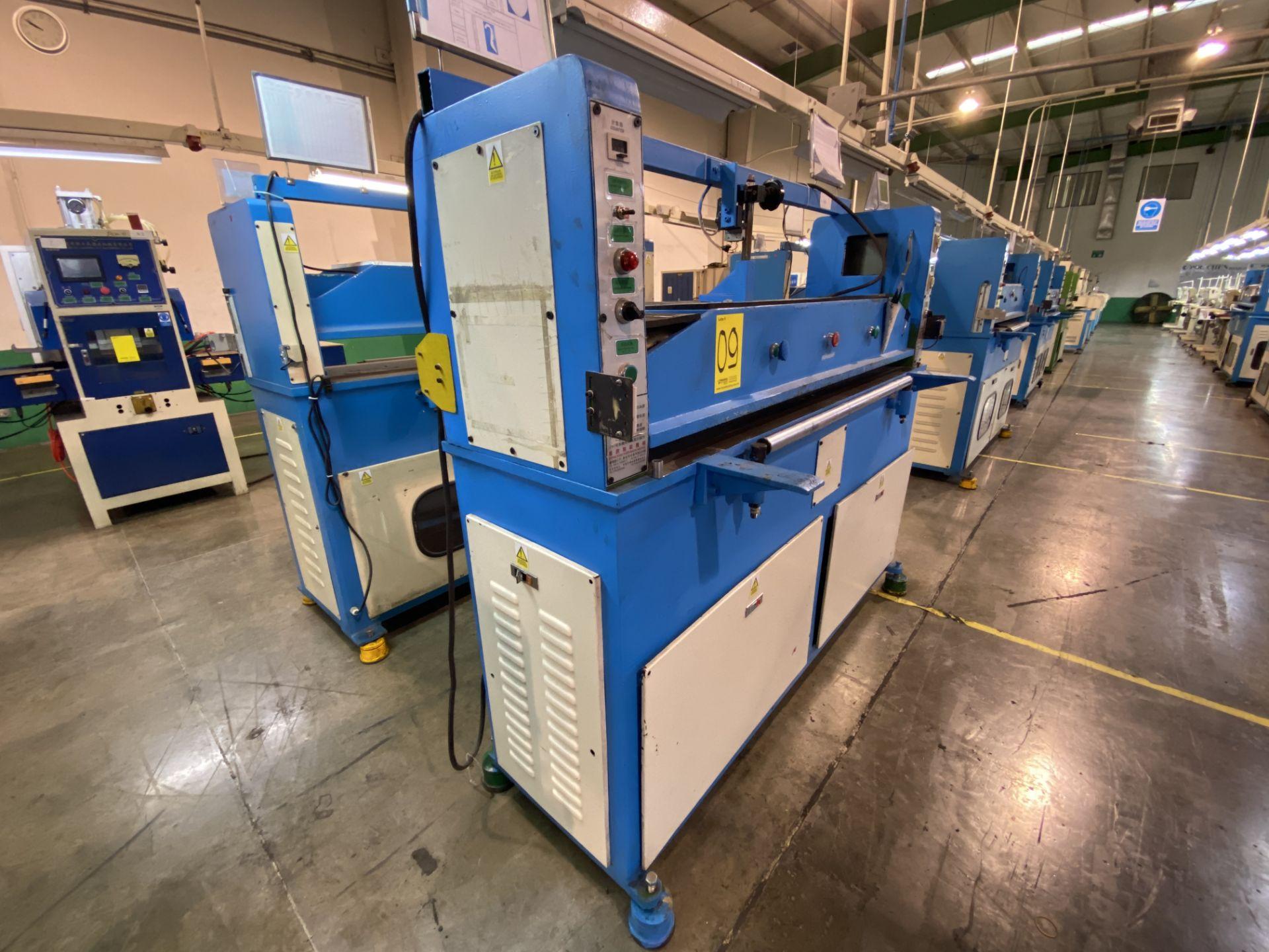 Lot 9 - (2) Prensas de corte hidráulica plana, marca Dah Din Machine, Hydraulic Cutting Machine. Favor de in
