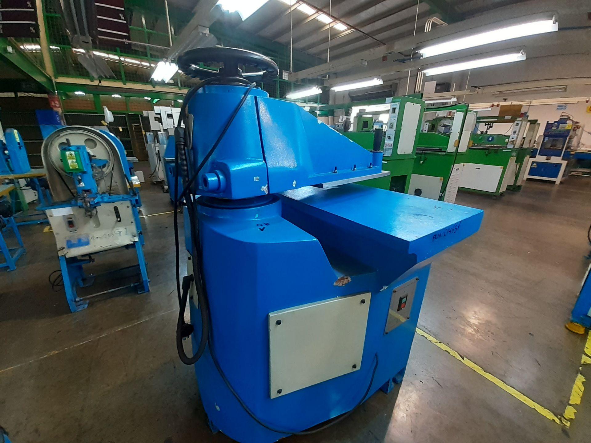 (2) Prensas de corte hidráulica de brazo oscilante, marca Dong guan Dah Dine Machine, Modelo: DJ-103 - Image 4 of 17