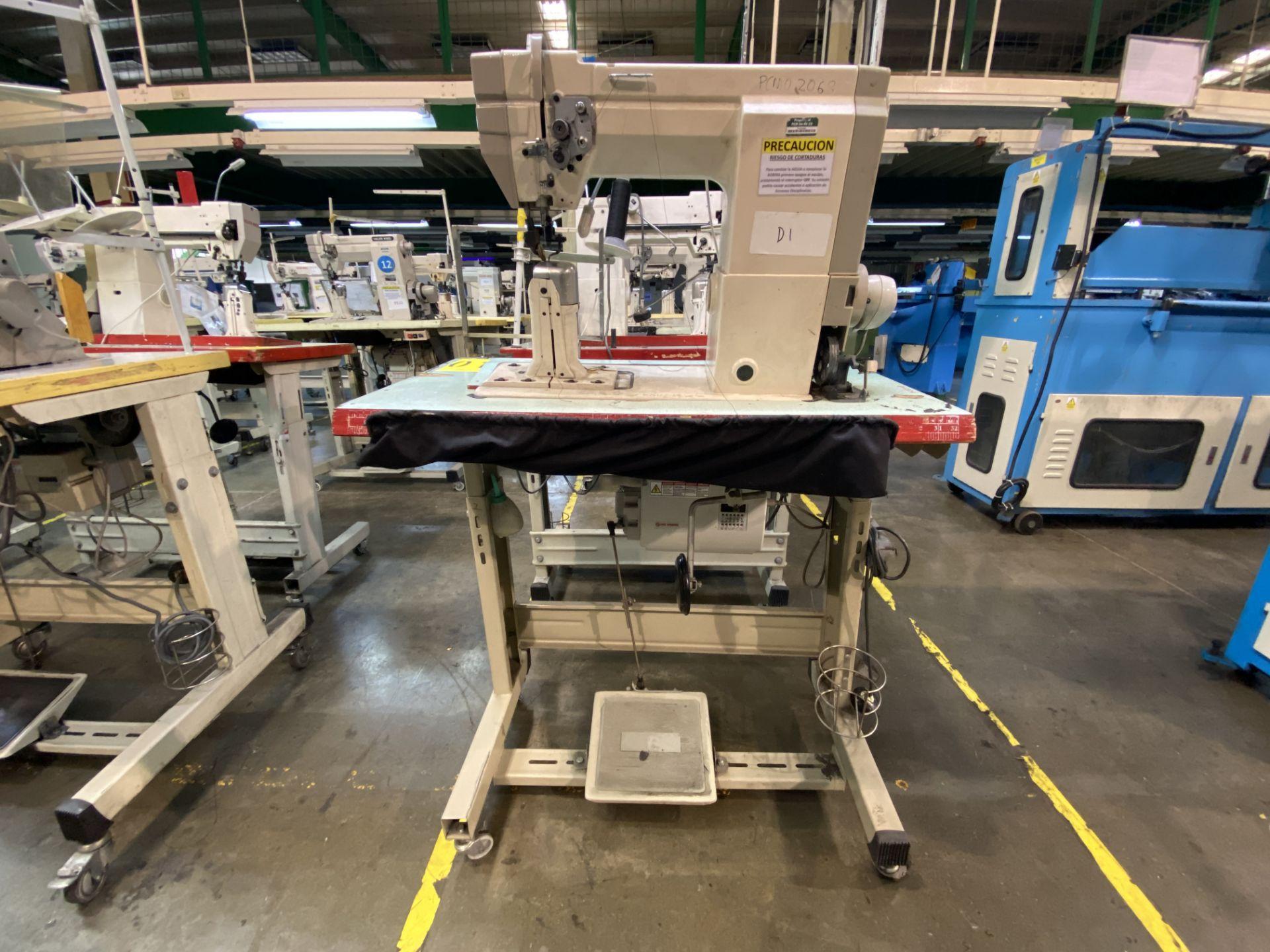 Lot 1 - (2) Máquinas de costura marca Golden Wheel de una aguja.