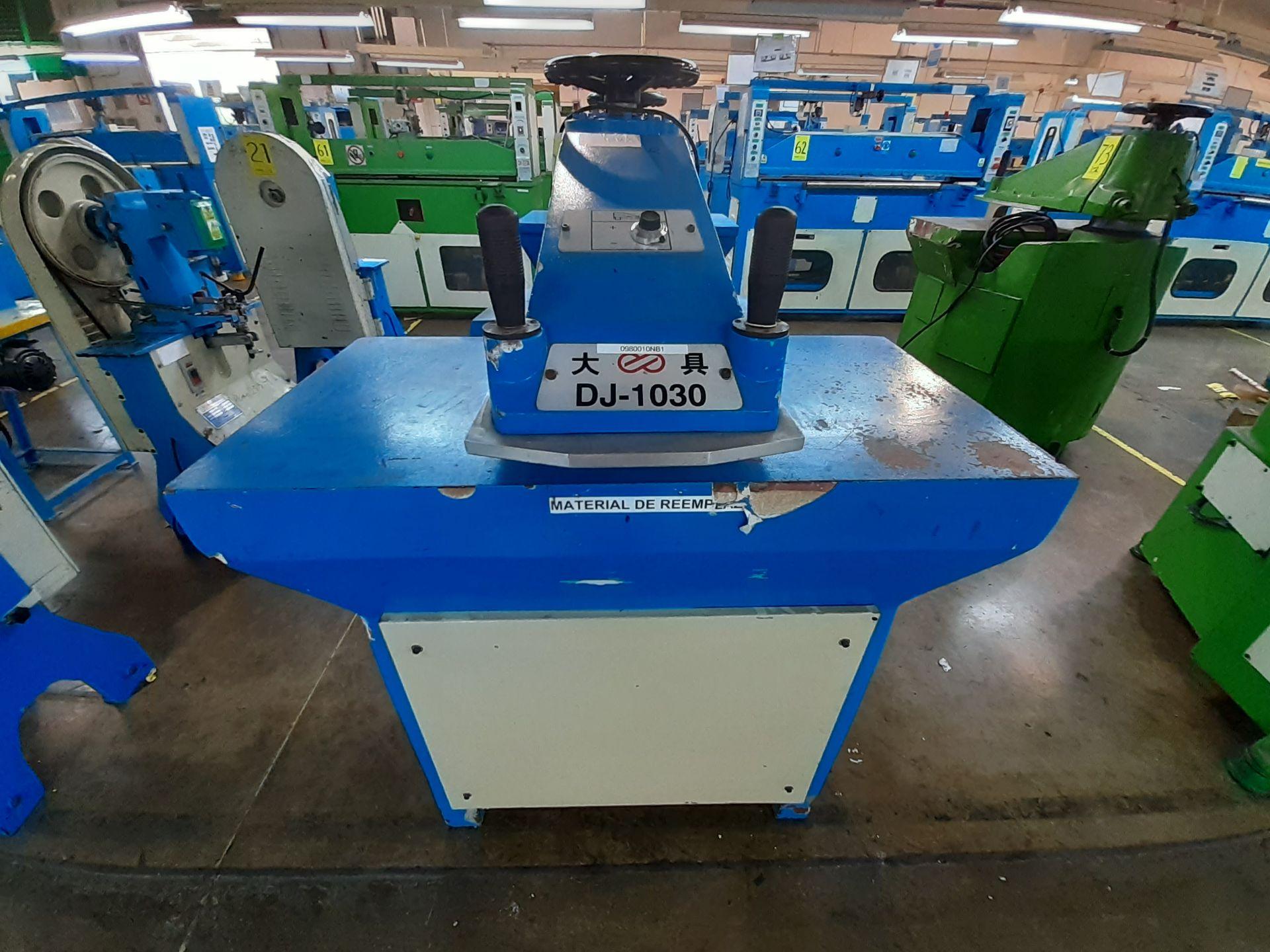 (2) Prensas de corte hidráulica de brazo oscilante, marca Dong guan Dah Dine Machine, Modelo: DJ-103 - Image 12 of 17