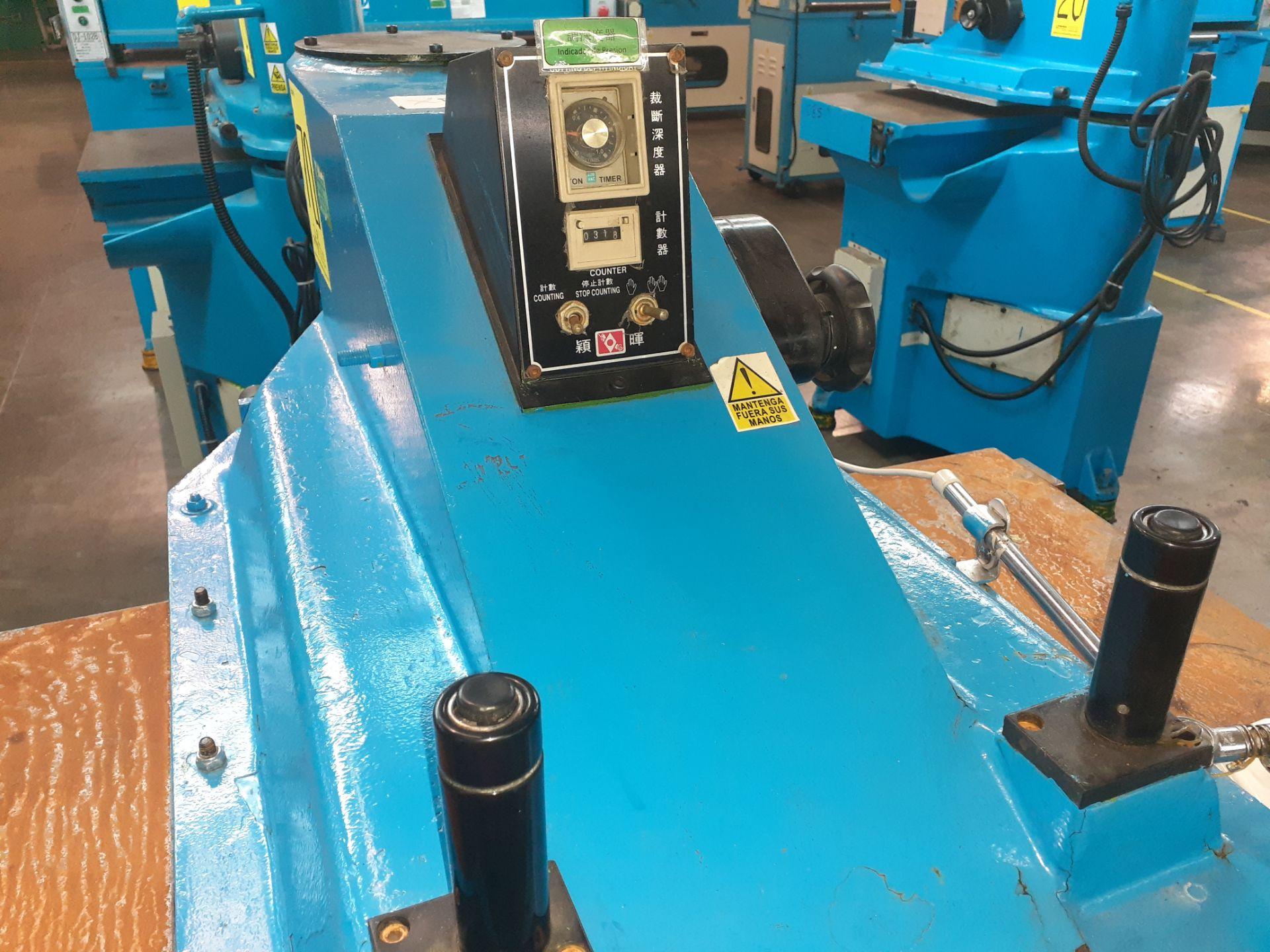Lot 70 - (2) Prensas de corte hidráulica de brazo oscilante, marca Ying Hui Machine, Modelo: YG-520