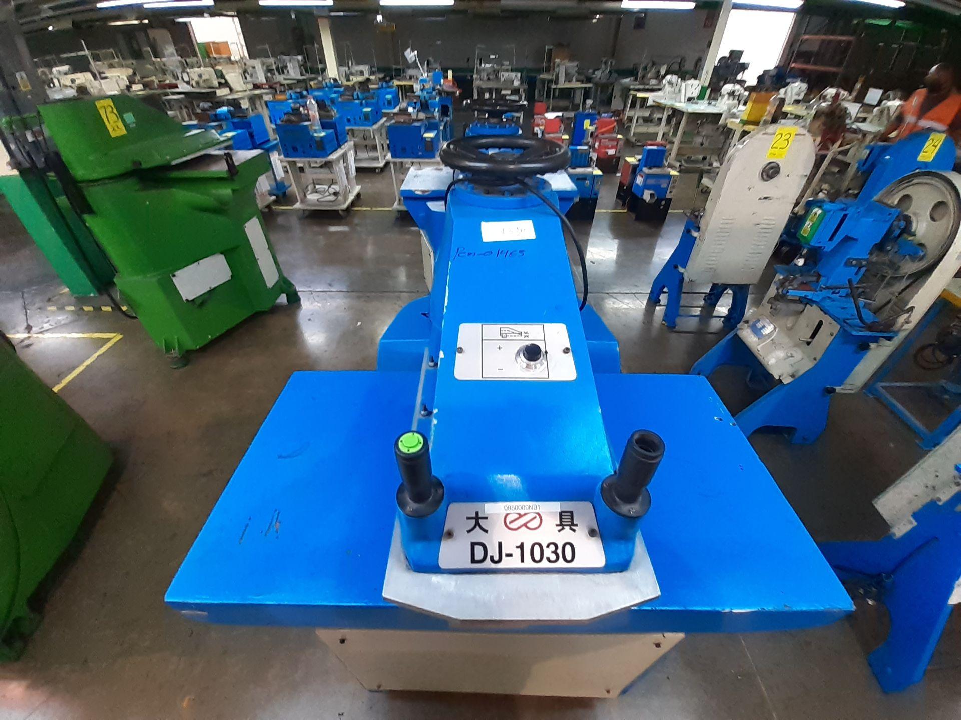 (2) Prensas de corte hidráulica de brazo oscilante, marca Dong guan Dah Dine Machine, Modelo: DJ-103 - Image 7 of 17