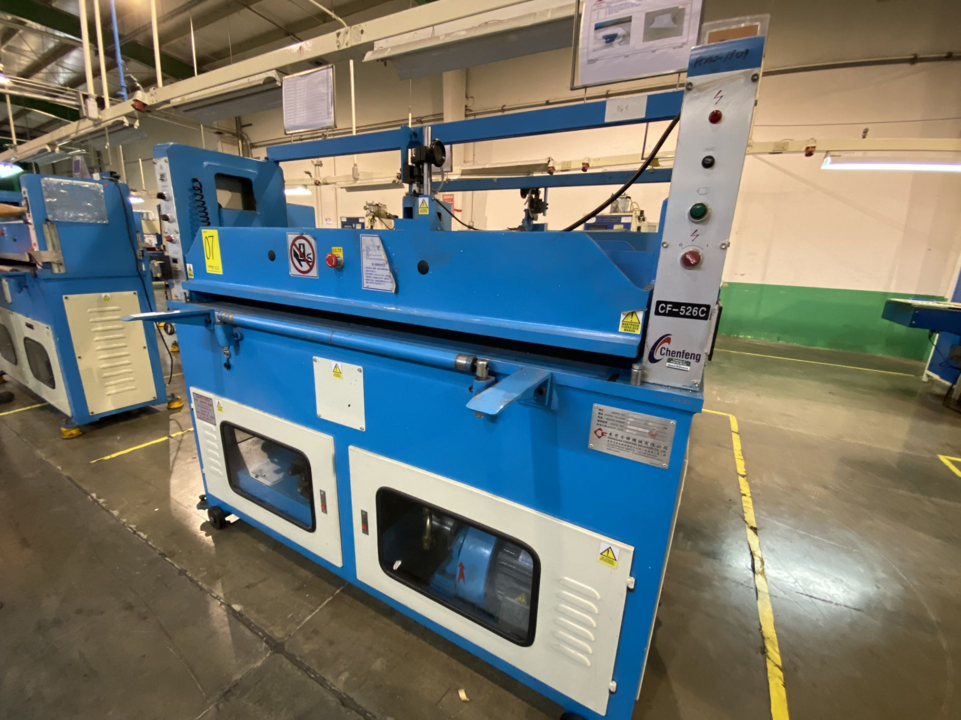 Lot 7 - (2) Prensas de corte hidráulica plana, marca Chenfeng, Modelo: CF-526BT, CF-526C Favor de inspeccion