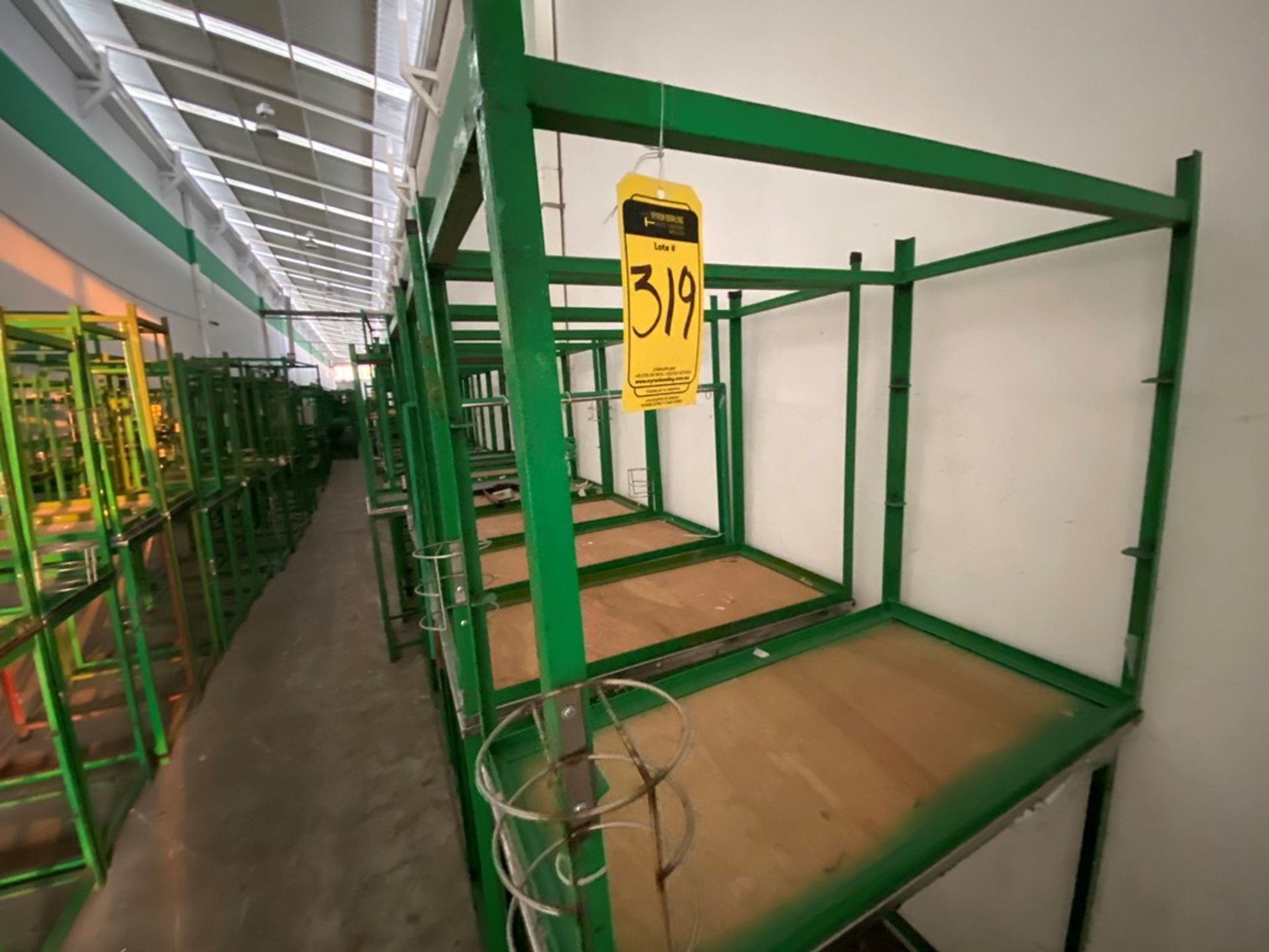 Aproximadamente 80 estantes metálicos en PTR y ángulo de diferentes medidas - Image 7 of 8