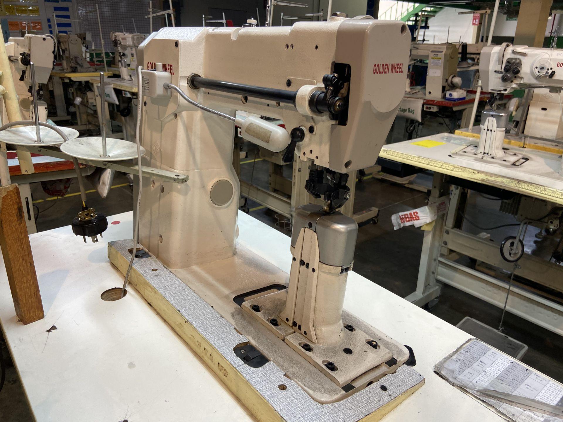 Lot 4 - (2) Máquinas de costura marca Golden Wheel de una aguja.