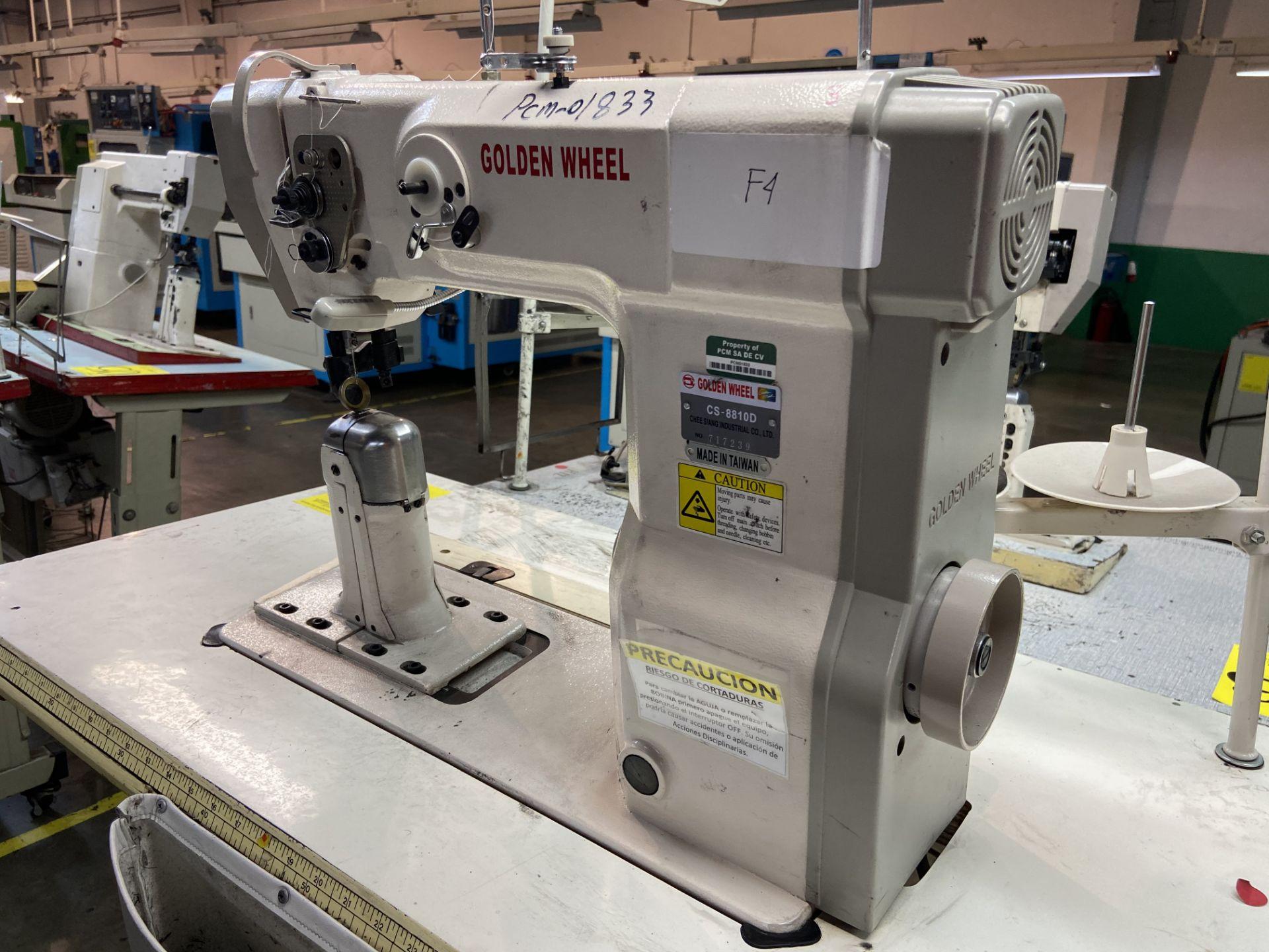 Lot 53 - (2) Máquinas de costura marca Golden Wheel de una aguja