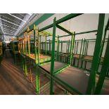 Aproximadamente 80 estantes metálicos en PTR y ángulo de diferentes medidas