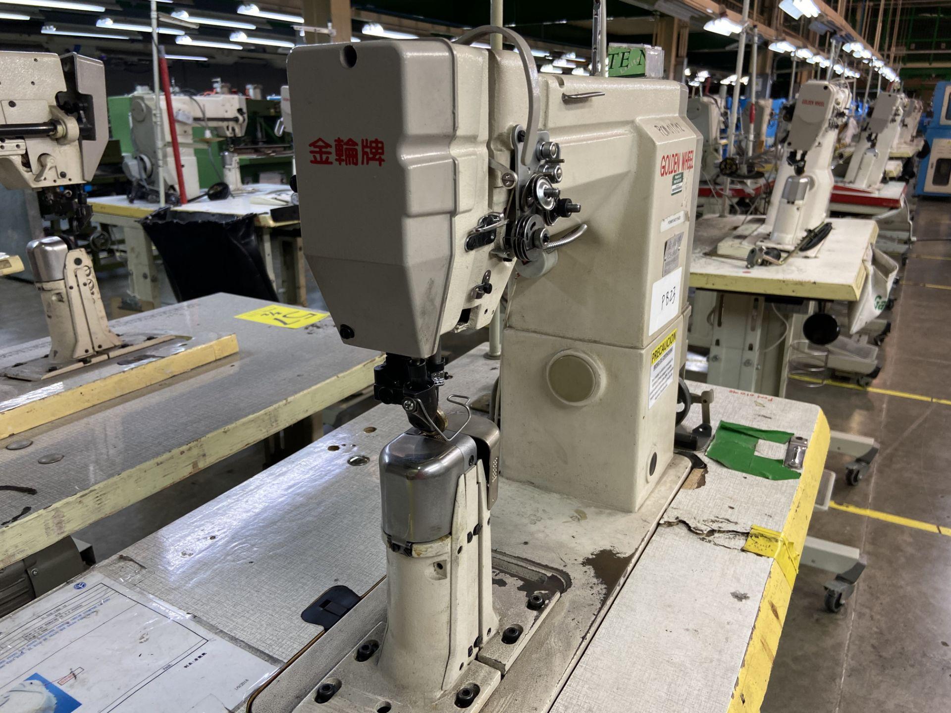 Lot 57 - (2) Máquinas de costura marca Golden Wheel de una y dos agujas