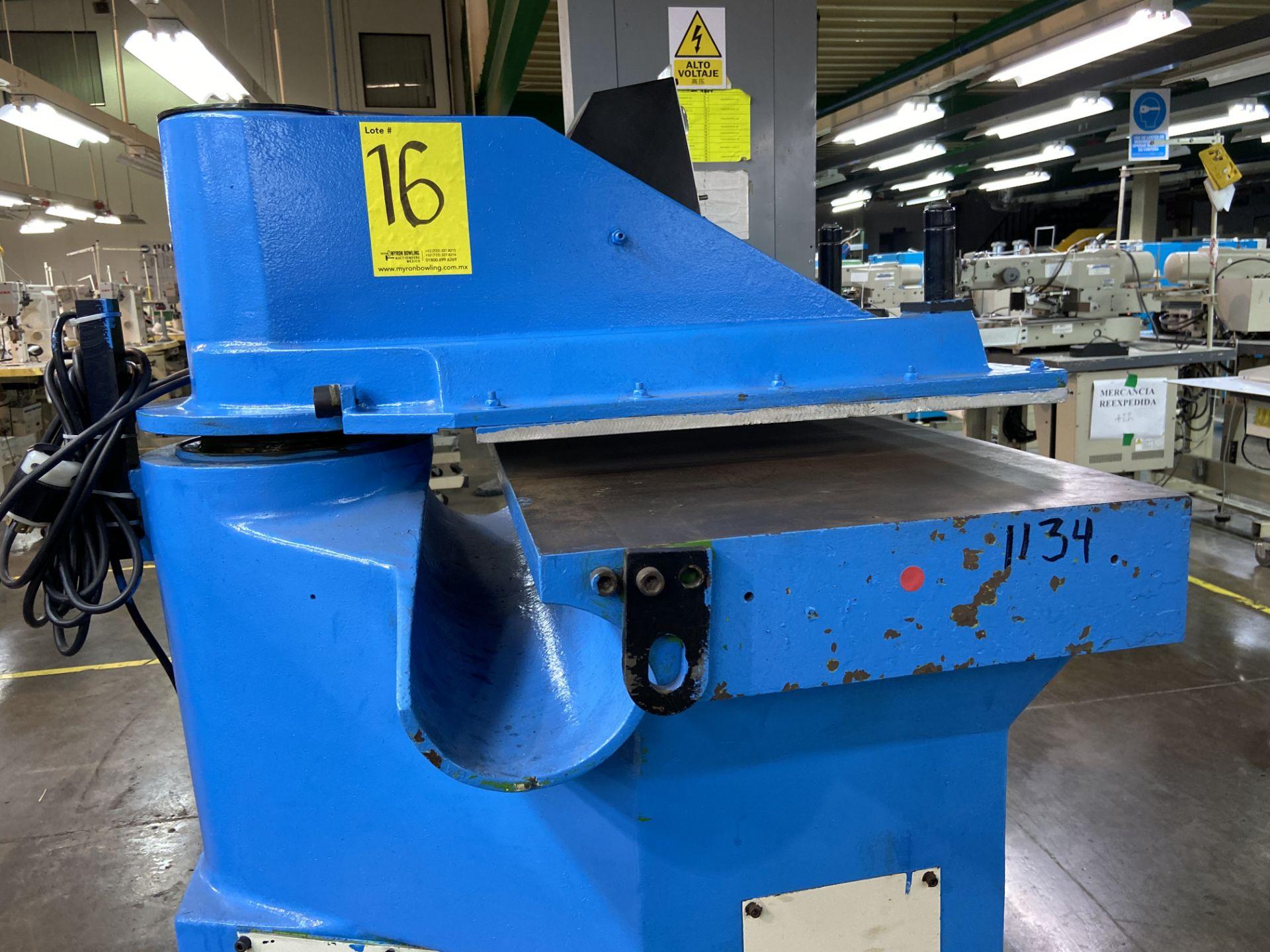 Lot 16 - (2) Prensas de corte hidráulica de brazo oscilante, marca Ying Hui Machine, Modelo: YG-520