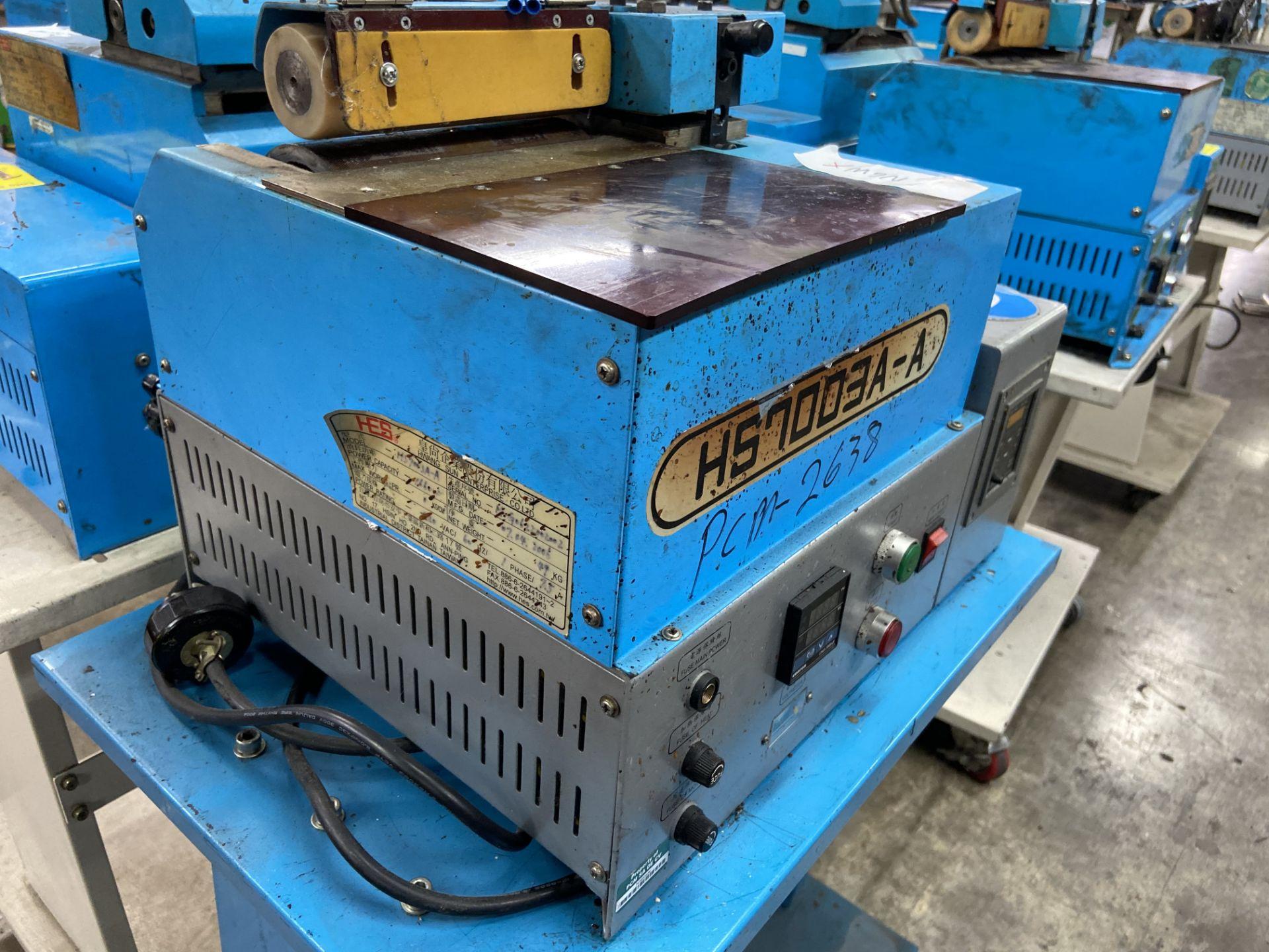 Lot 112 - (2) Mini glue de rodillo marca Hwang Sun Enterprise, Modelo: HS7003A-A