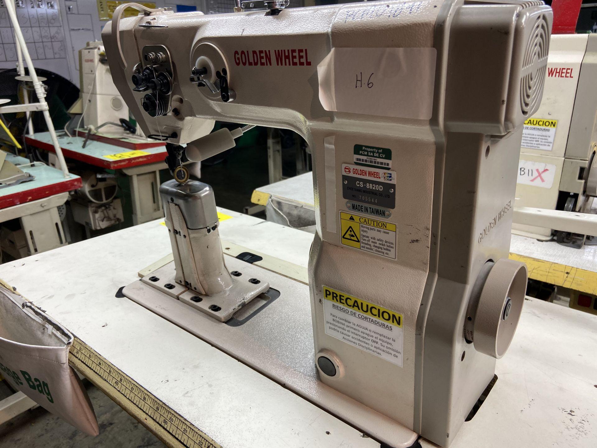 Lot 54 - (2) Máquinas de costura marca Golden Wheel de una y dos agujas