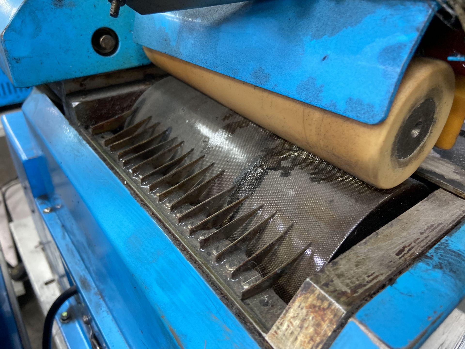 Lot 77 - (2) Mini glue de rodillo marca Hwang Sun Enterprise, Modelo: HS7003A-A
