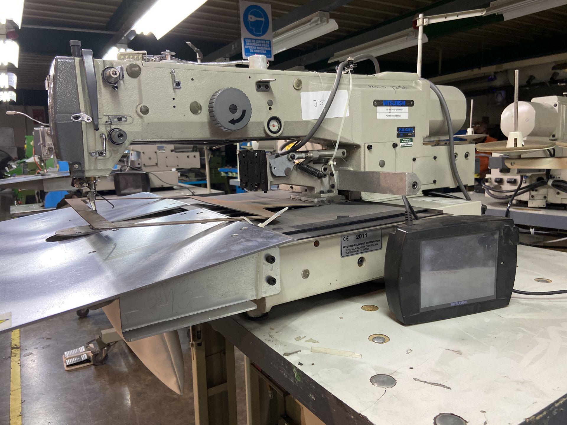 Lot 12 - Máquina de costura programable marca Mitsubishi de una aguja, Modelo: PLK-G2516
