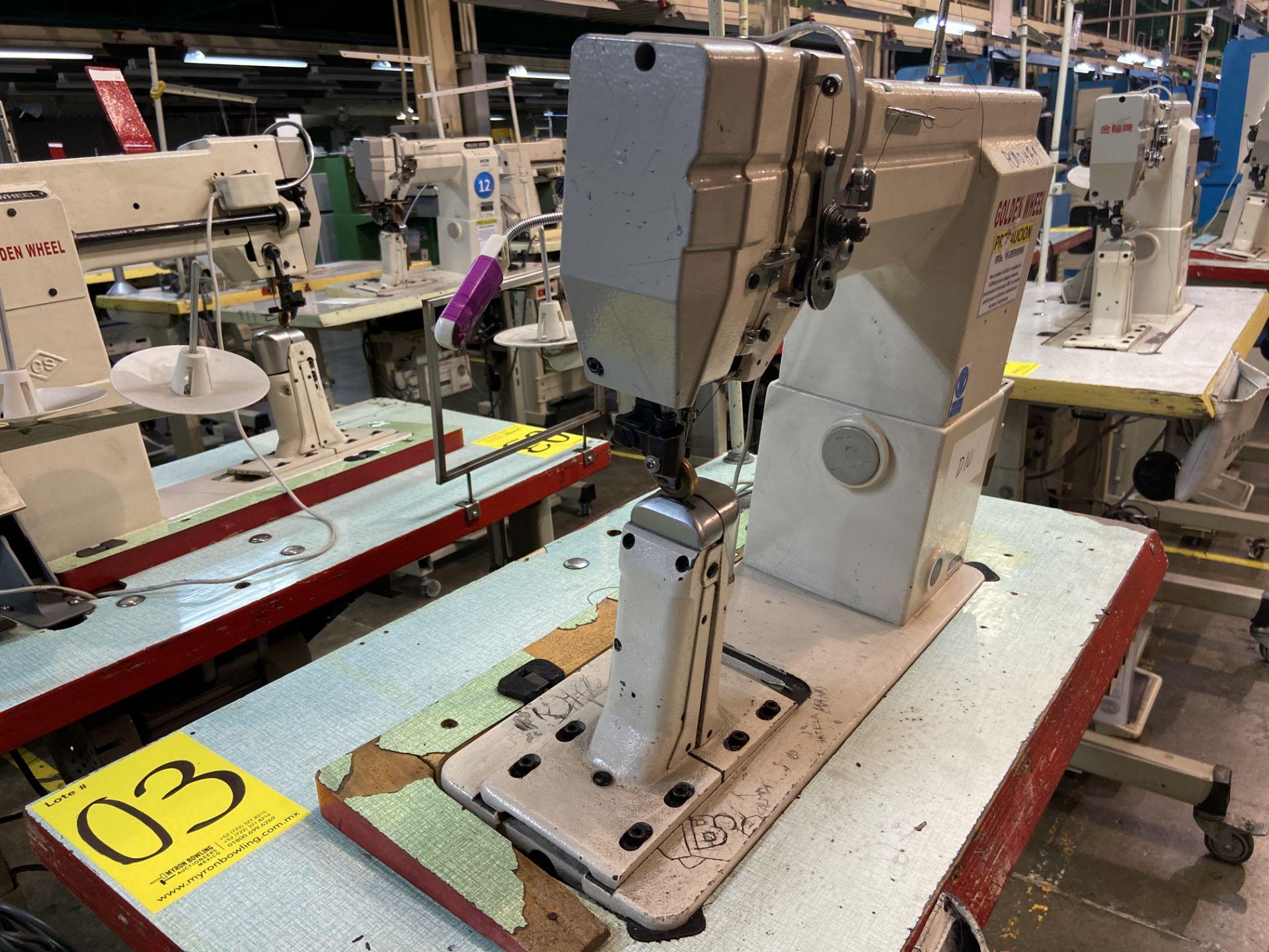 Lot 3 - (2) Máquinas de costura marca Golden Wheel de una aguja.