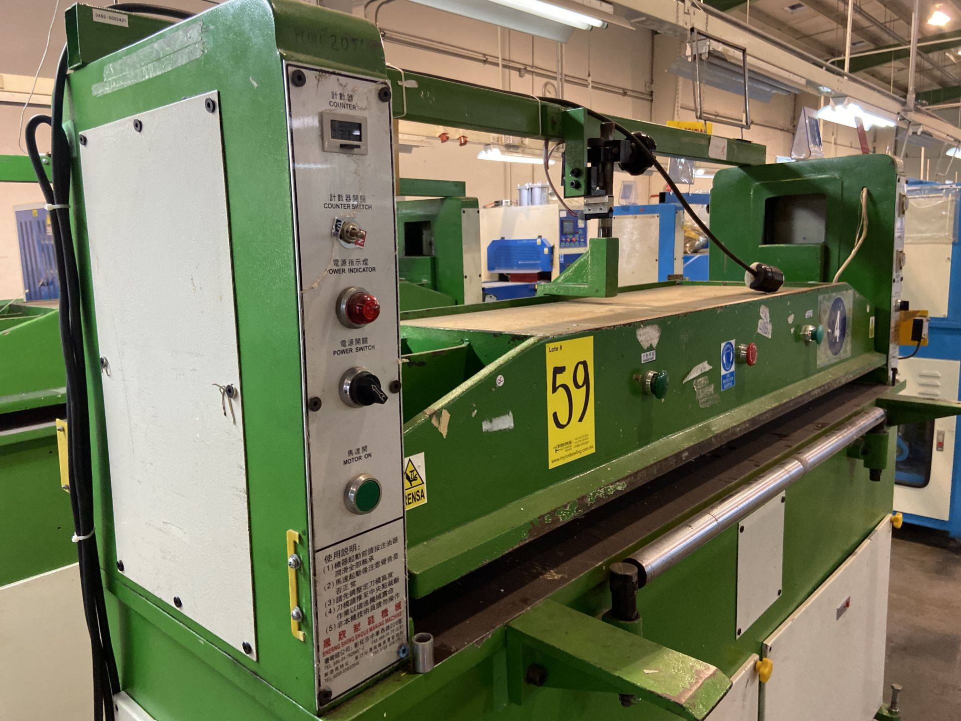 Lot 59 - (2) Prensas de corte hidráulica plana, marca Hydraulic Cutting Machine, Modelo: CH-727A