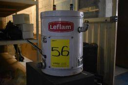 Calentador eléctrico marca Leflam, Modelo: 204-009, Serie: 18F200157, Capacidad: 9 litros.