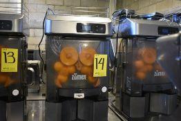 Exprimidor de naranjas marca Zumex, Modelo: VERSATILEPRO, Serie: 450838, Año 2017, Activo: 004515.