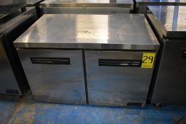 Mesa de trabajo con base refrigerada de dos puertas abatibles marca Parker Equipment