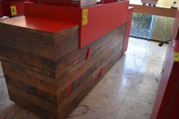 Gabinete en melamina para máquina de café con tres cajones, medidas: 215 x 75 x 119 cm.